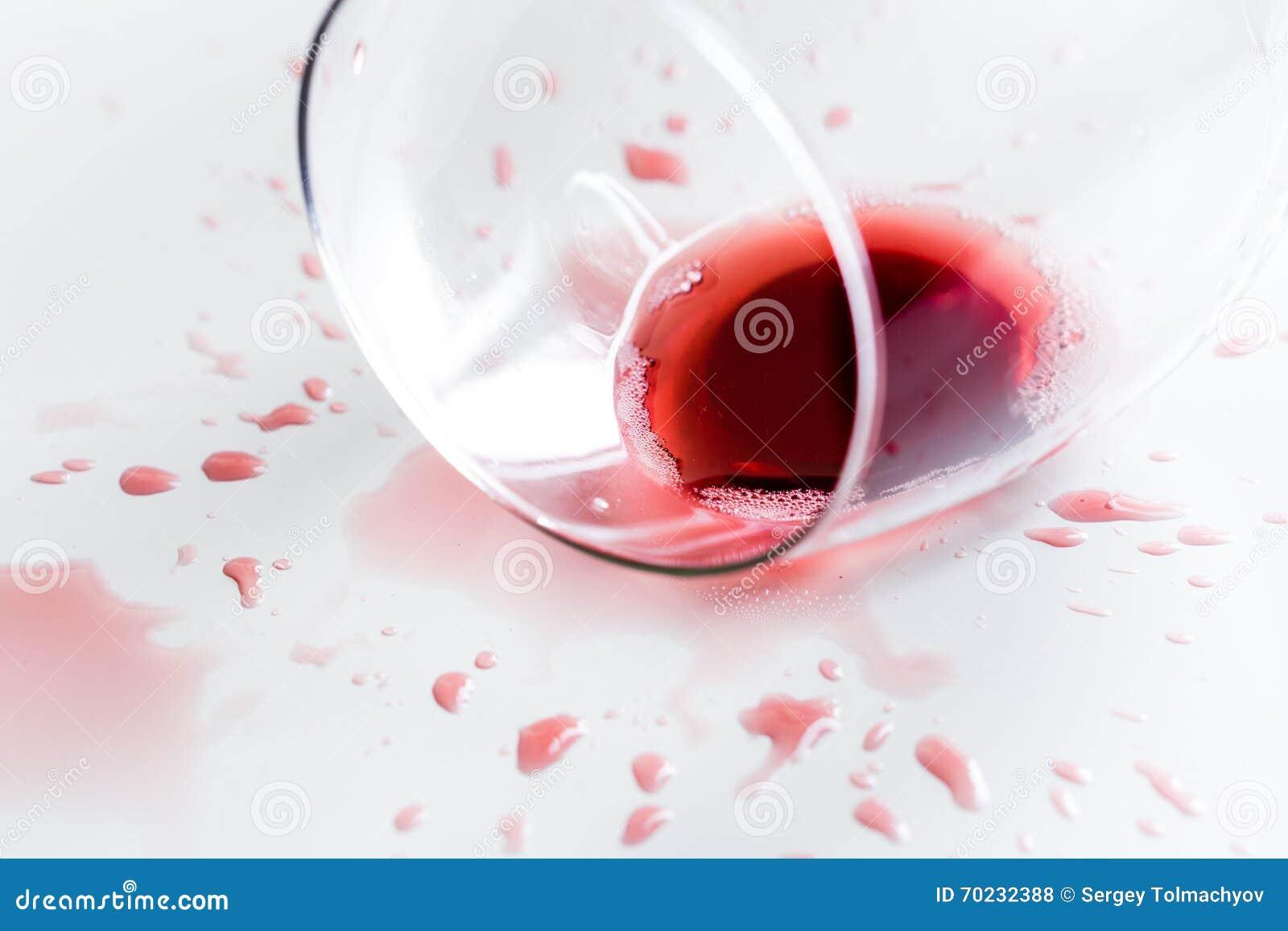Bar alkoholu szklany czerwone wino