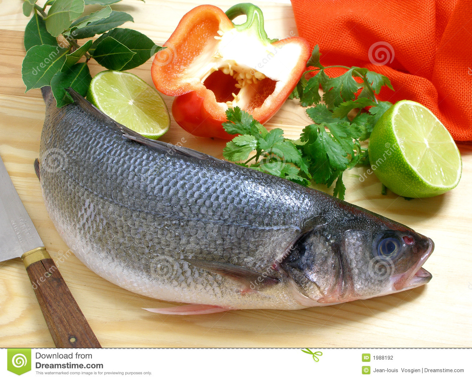 Bar de mer avec le paprika