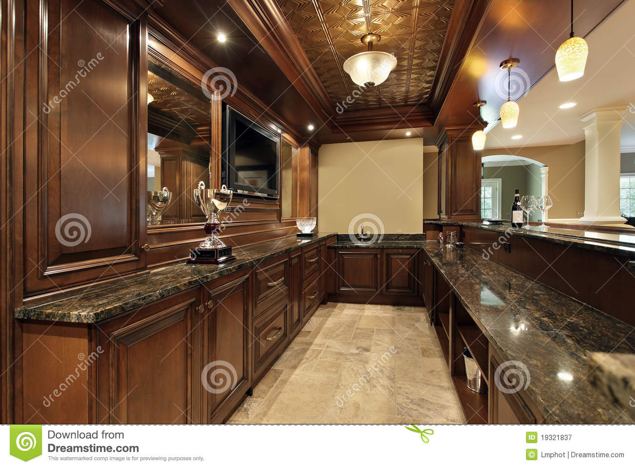Bar en sous sol de maison de luxe photographie stock libre de droits image 19321837 for Bar sous sol maison