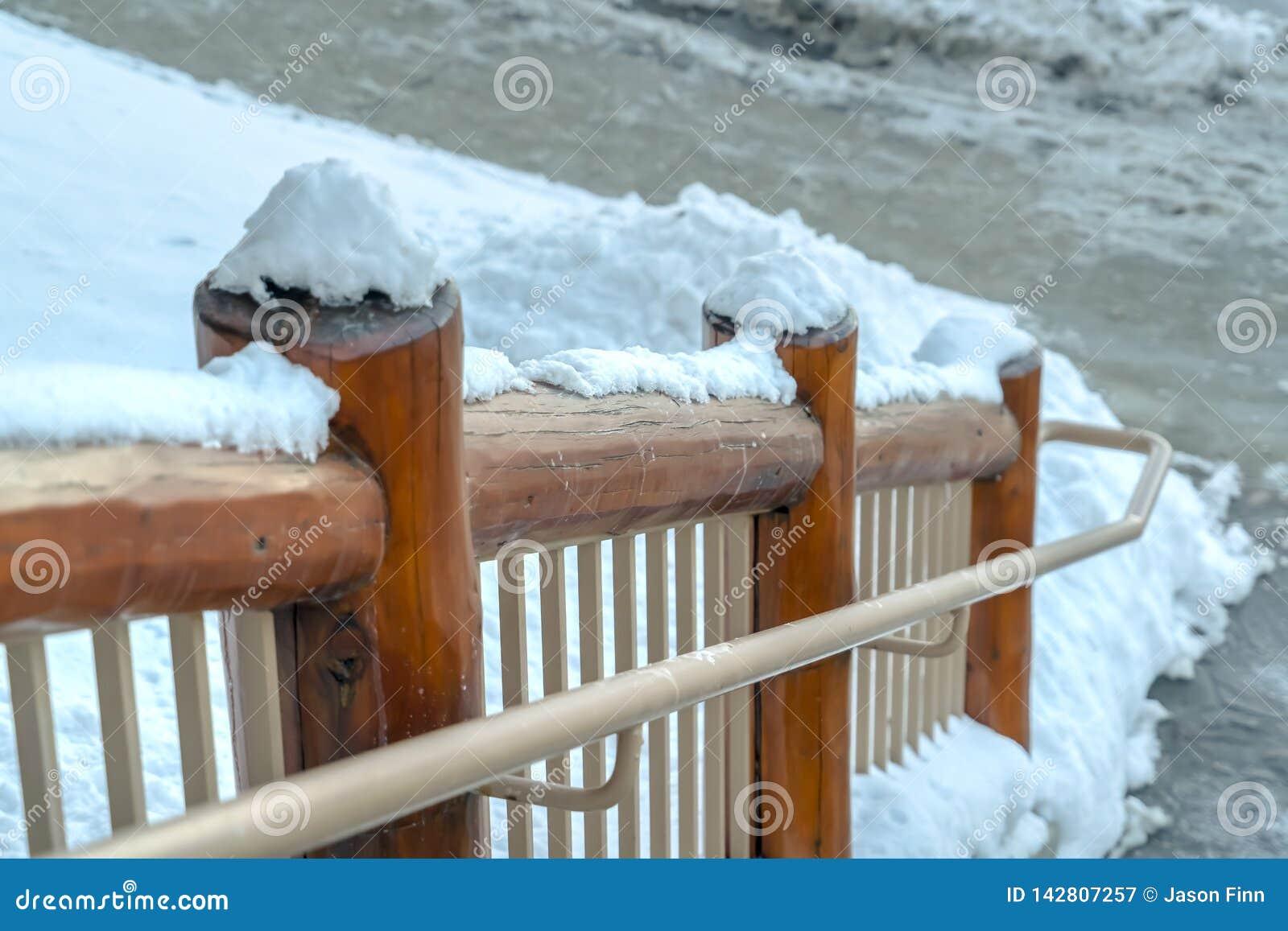 Barandilla de madera Nevado de escaleras en Park City Utah