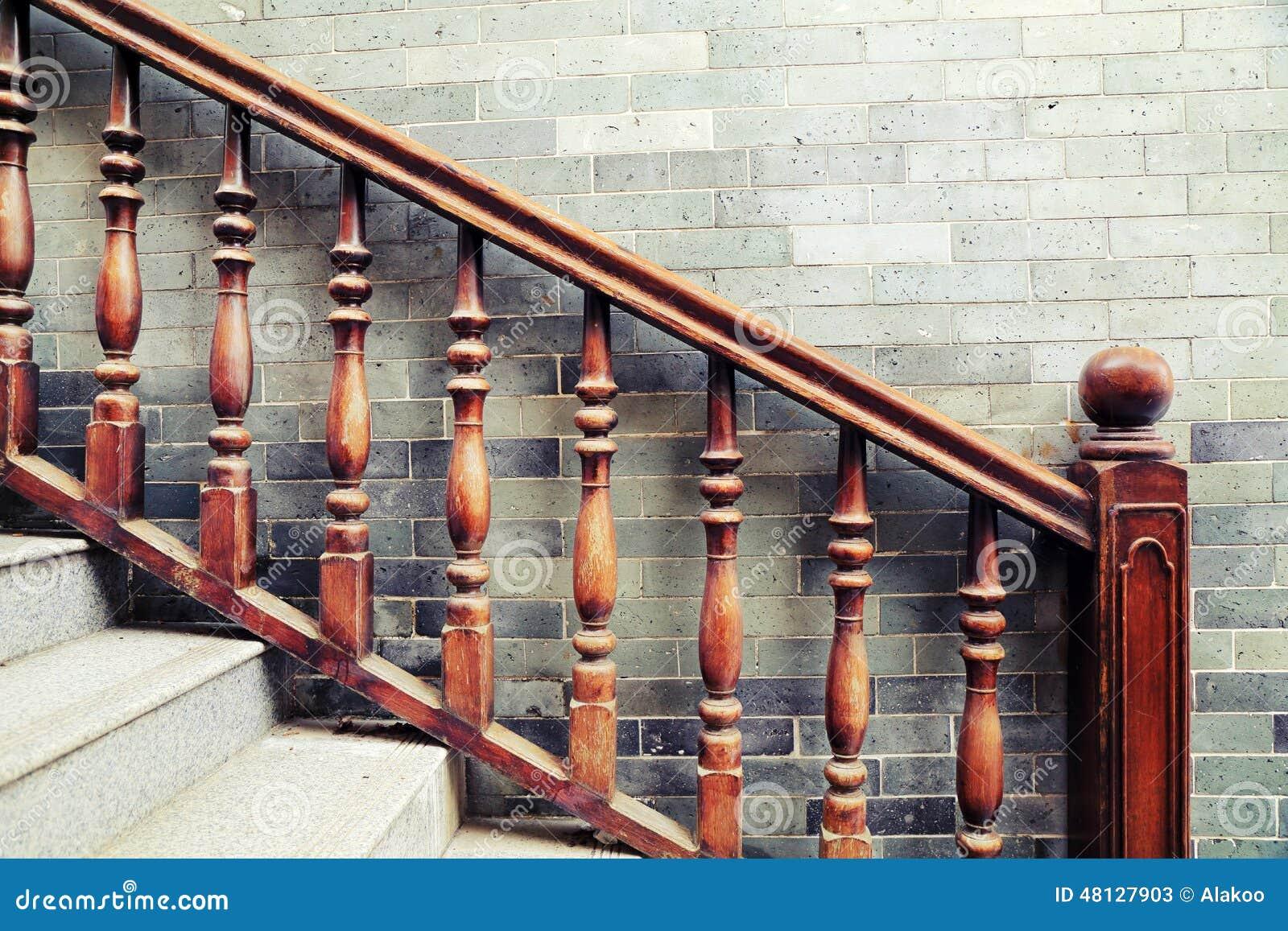 Barandilla y barandillas, balaustres del vintage de la escalera