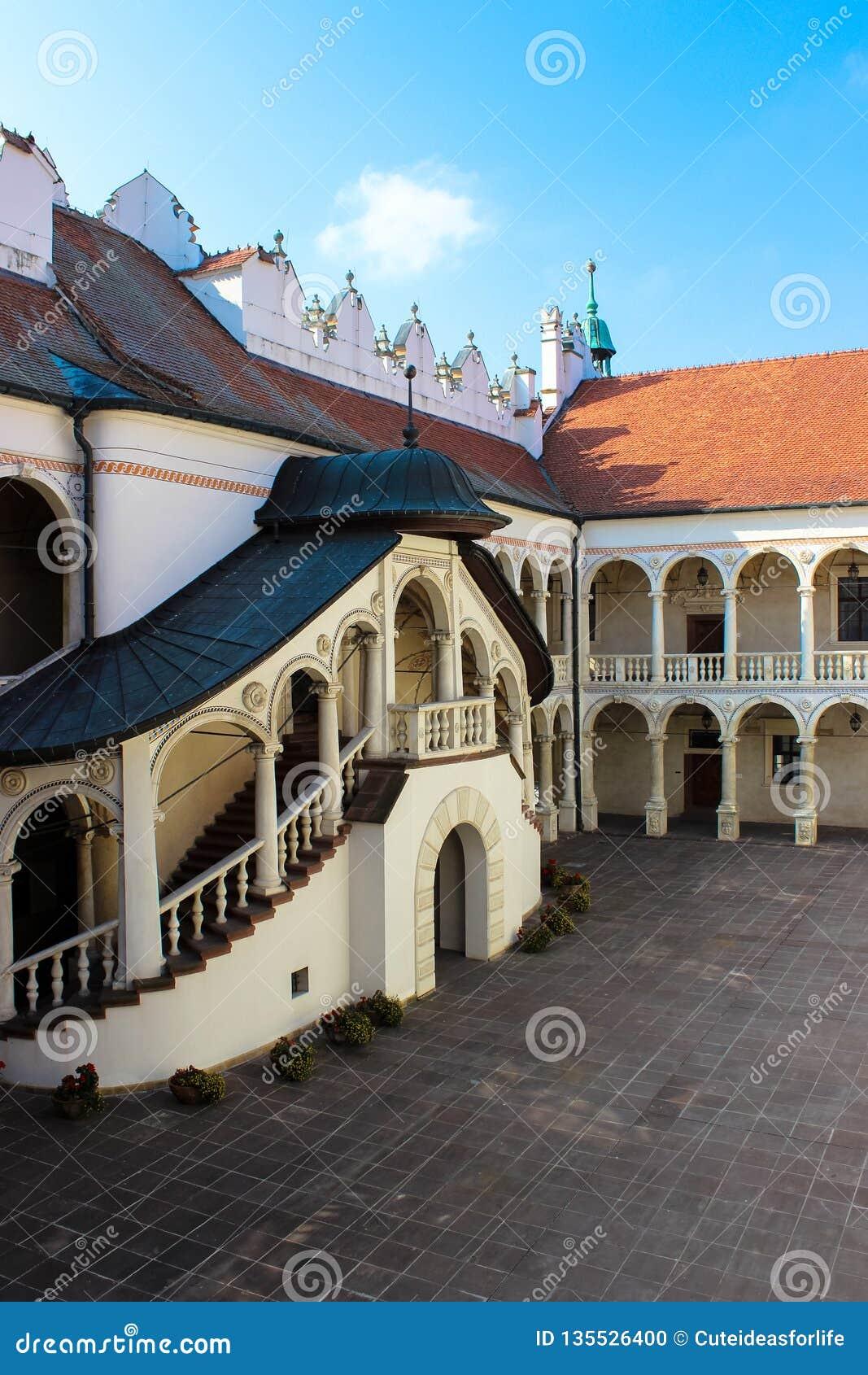 Baranow Sandomierski, palais d extérieurs dans Baranow Sandomierski, Pologne, a souvent appelé petit Wawel