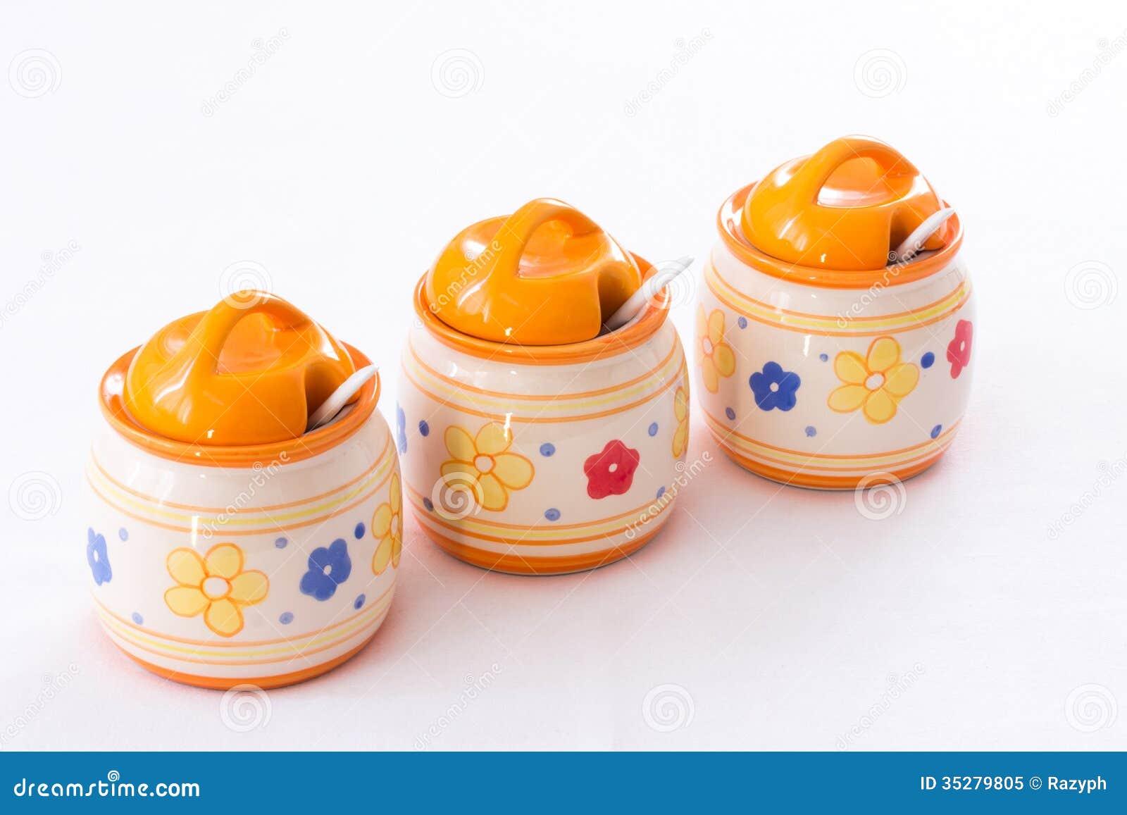 Barattoli della cucina immagine stock. Immagine di arancione - 35279805