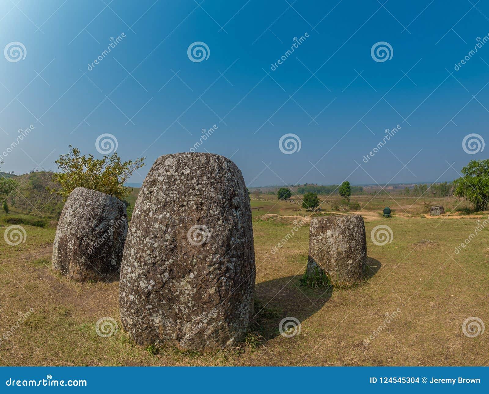 Barattoli giganti della pietra di età del ferro Plateau di Xiangkhoang, Laos