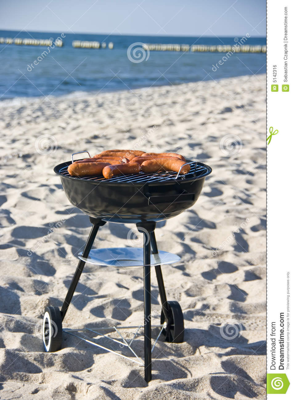 This tiny BBQ grill, super convenient for your taking to the beach, on a camping trip or anywhere you ninggifunan.ga this wonderful barbecue pretty much anywhere when going out with your family or friends.