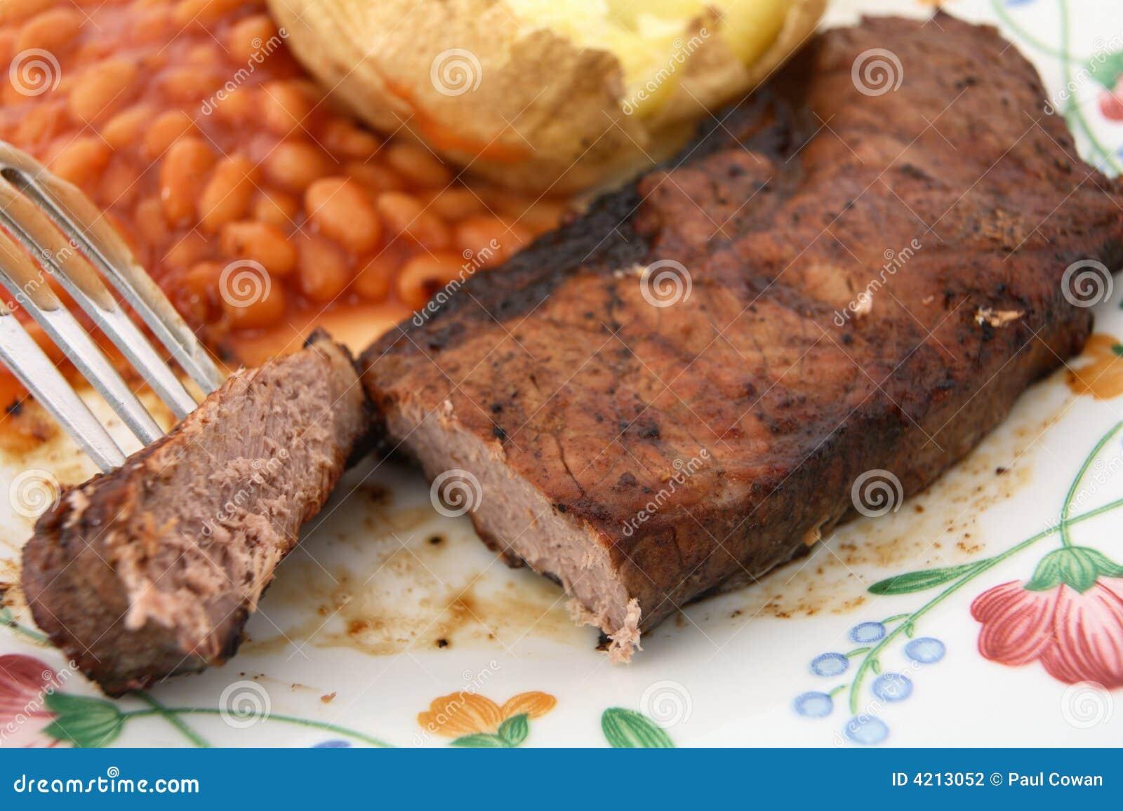 Barbecue cotto della patata dei fagioli della bistecca di lombata