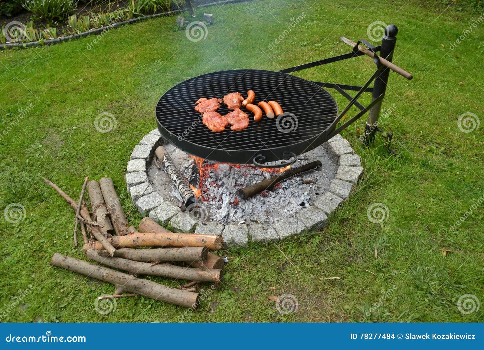 Barbecue de gril de saucisses de proc de biftecks