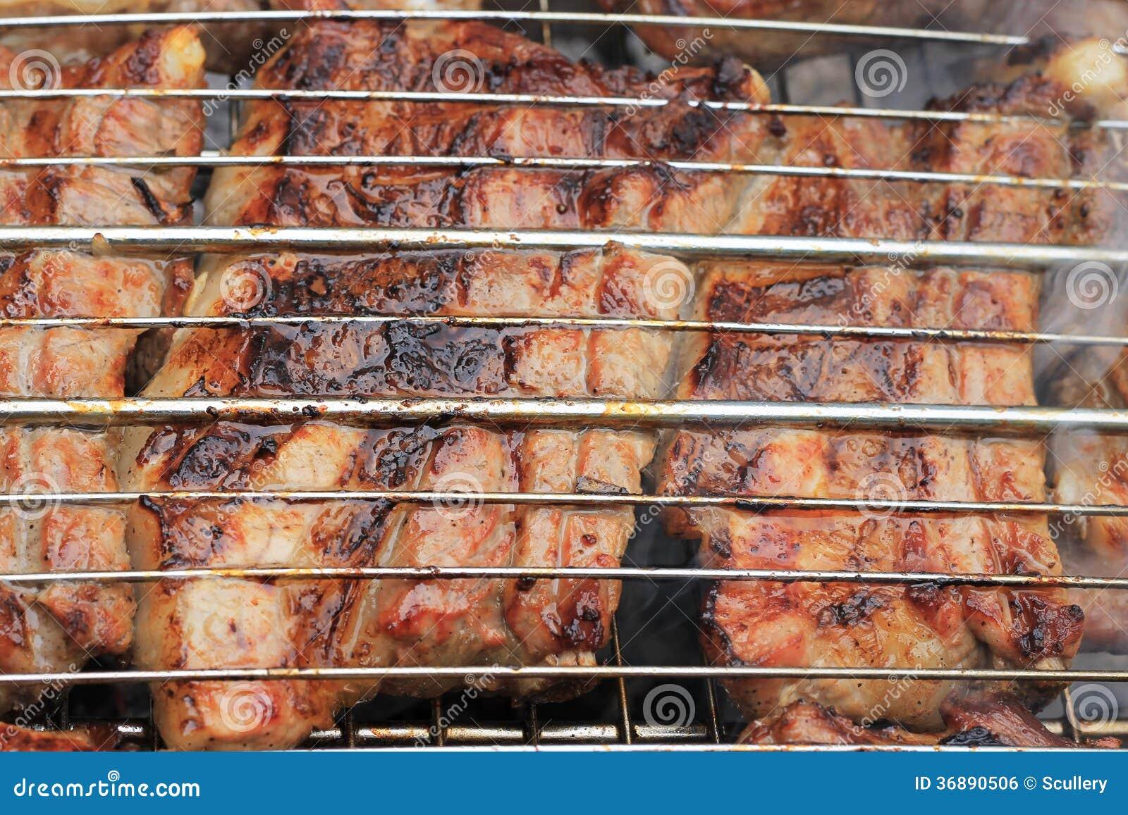 Download Barbecue Fritto Sul Falò E Sui Carboni Fotografia Stock - Immagine di cuocere, squisito: 36890506