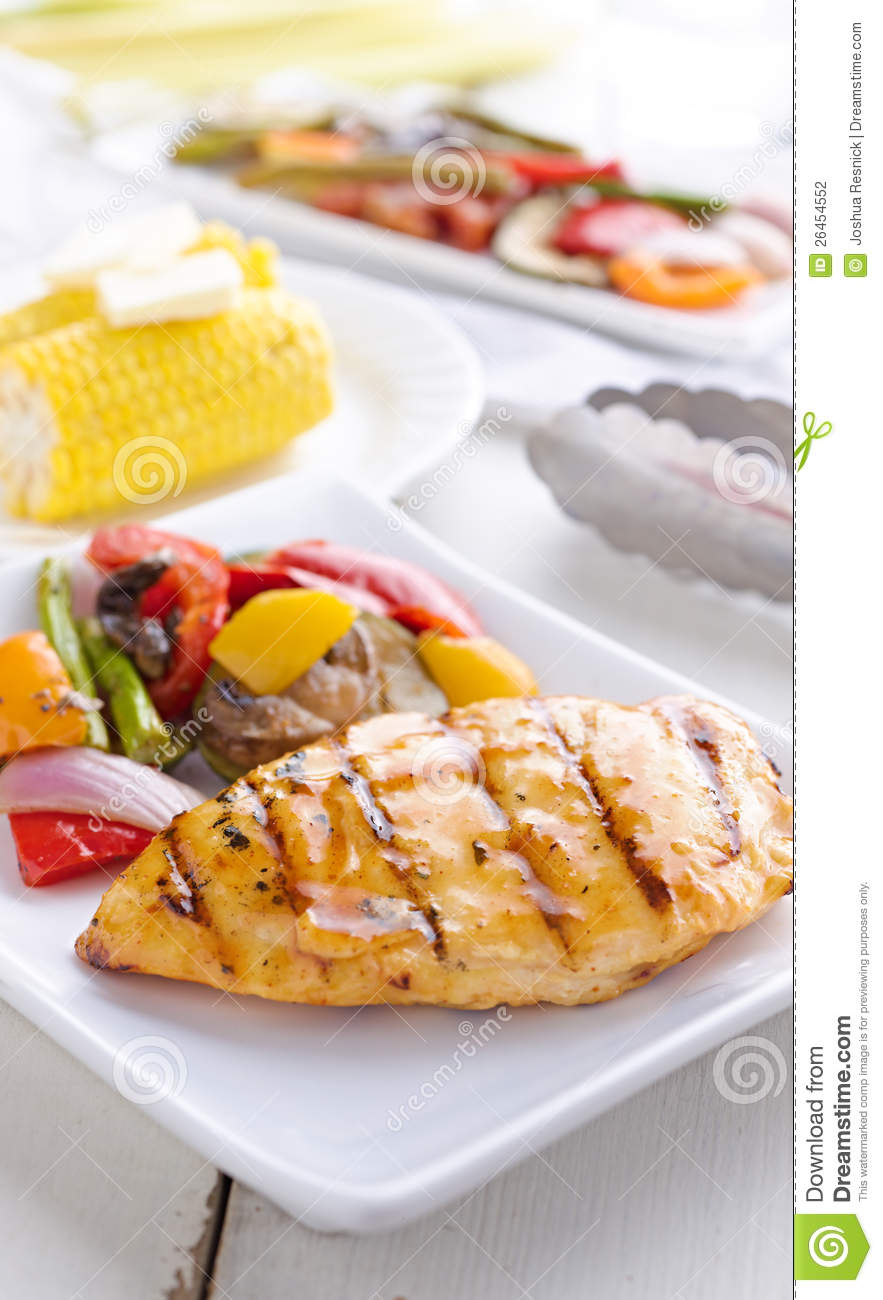 Barbecued chicken with fresh vegetables