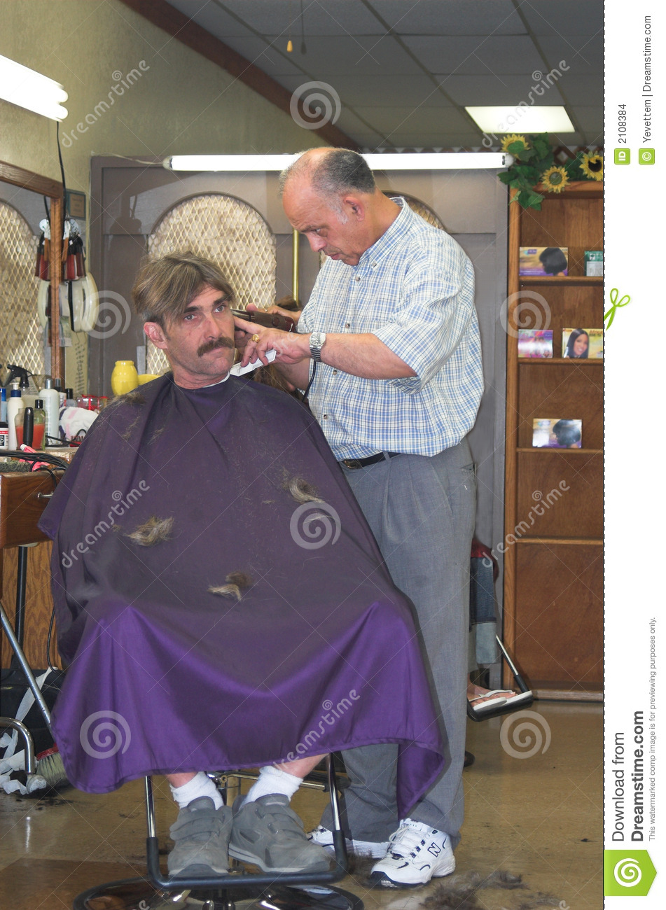 Barber Cutting Man S Hair Stock Images Image 2108384