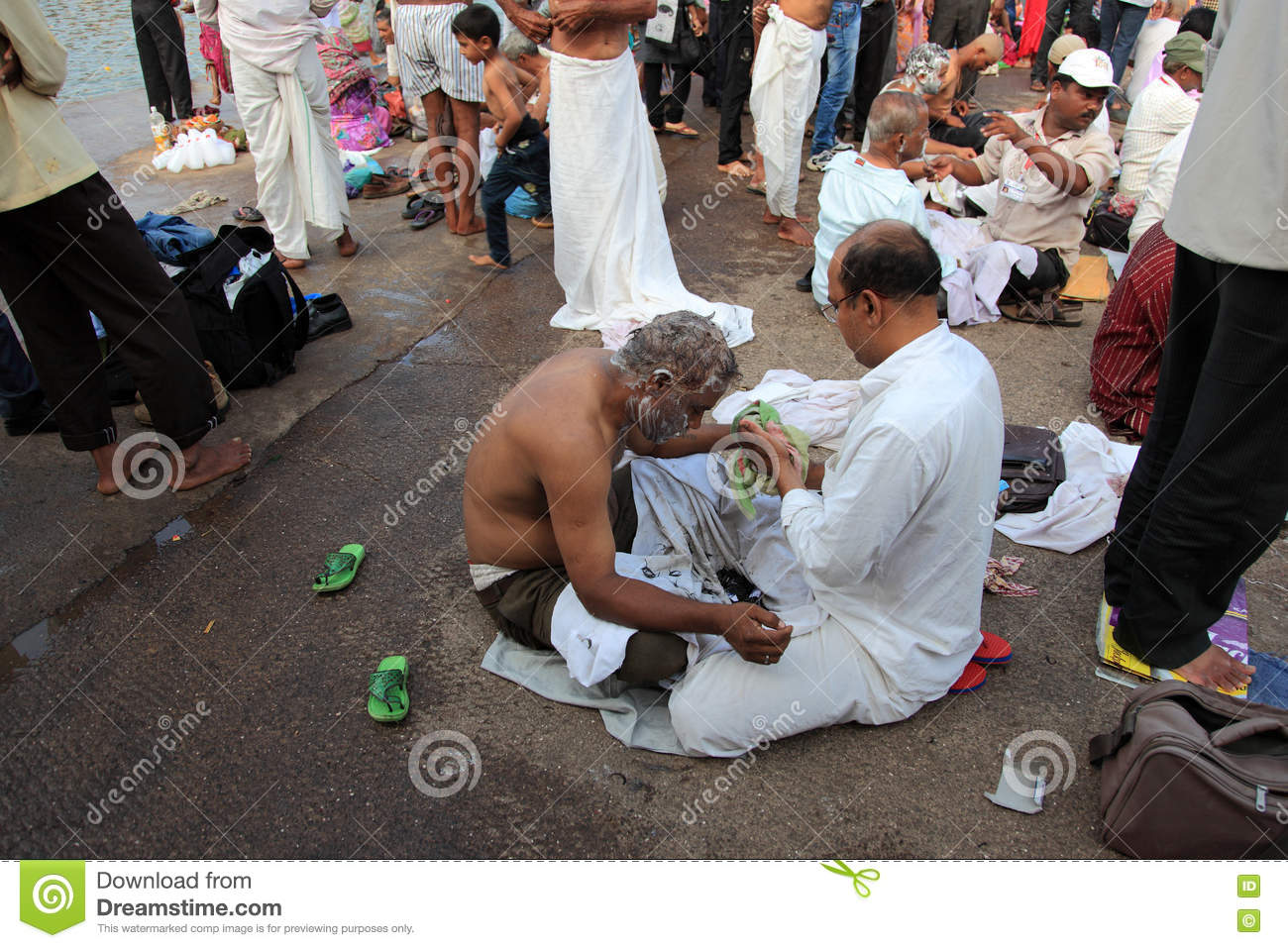 Barber Shaves The Head Of A Devotee Editorial Image - Image of mela