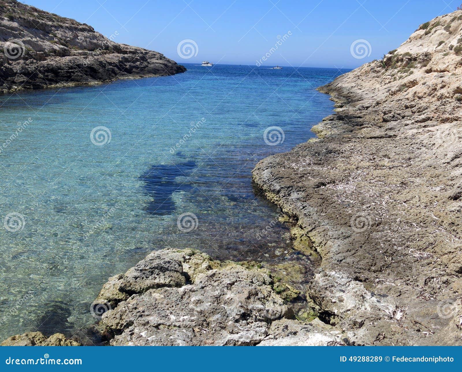Barca attraccata sull isola di Lampedusa