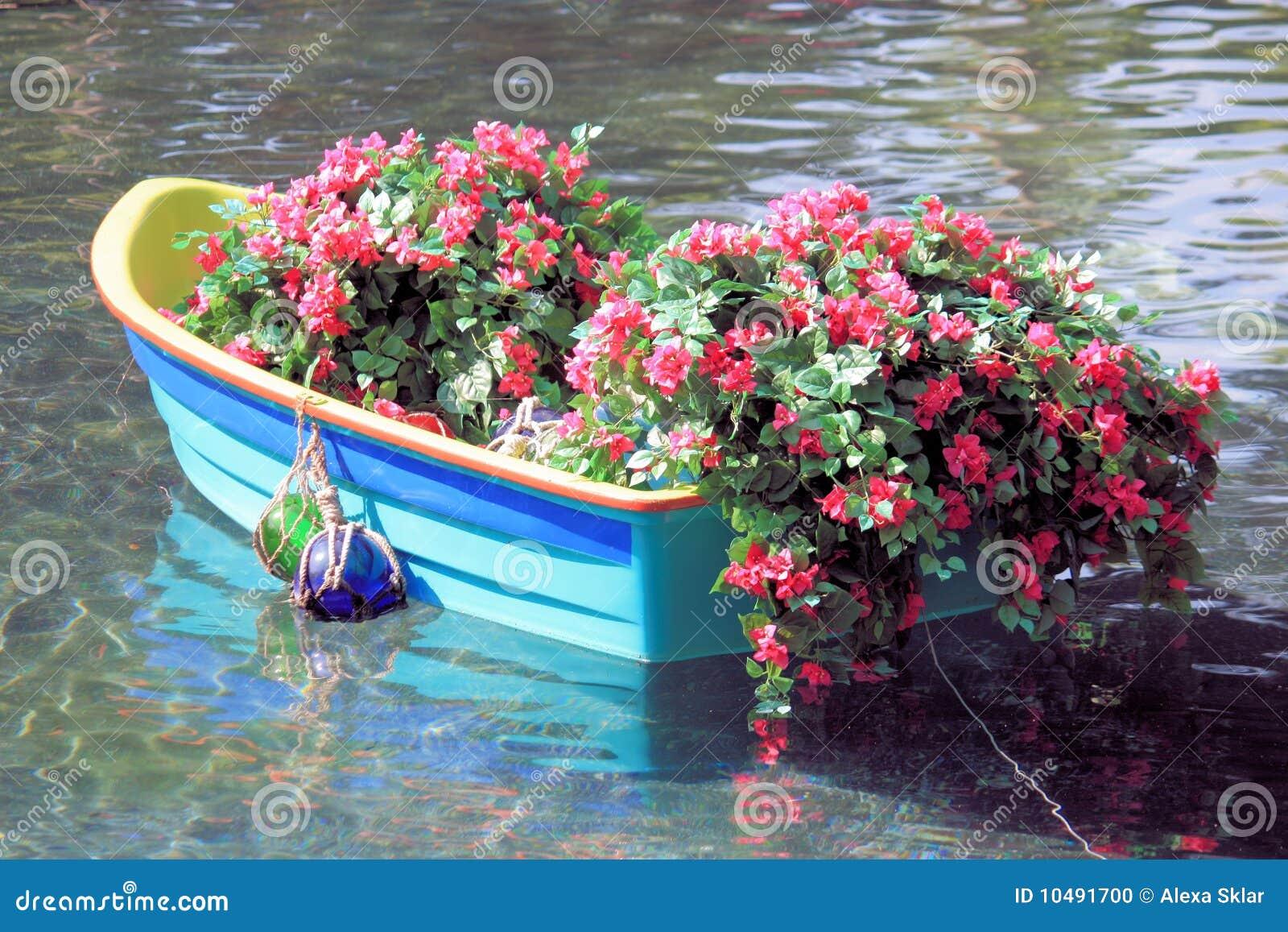 Barca con i fiori