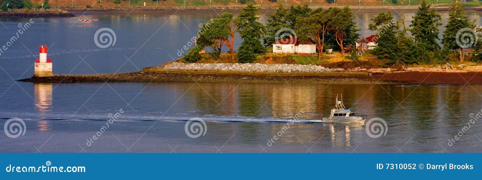 Barca d argento oltre le isole