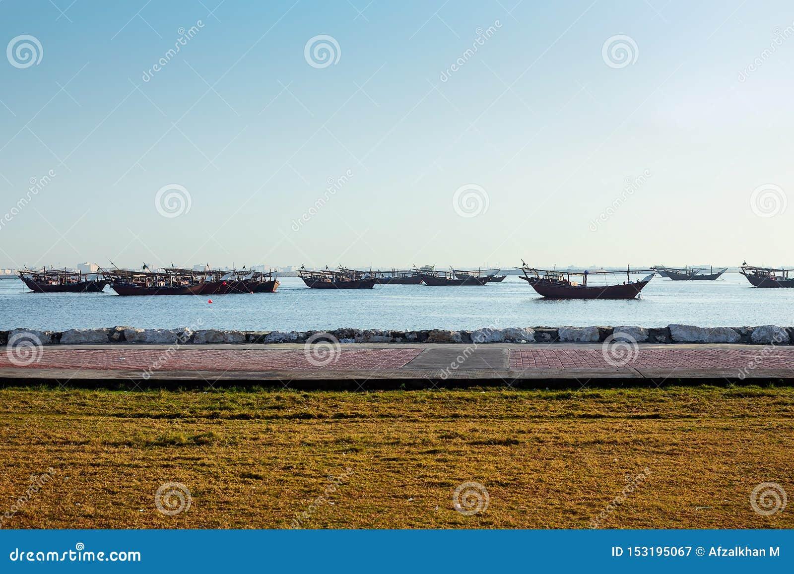 Barca di mattina in spiaggia Dammam - saudita Arabia
