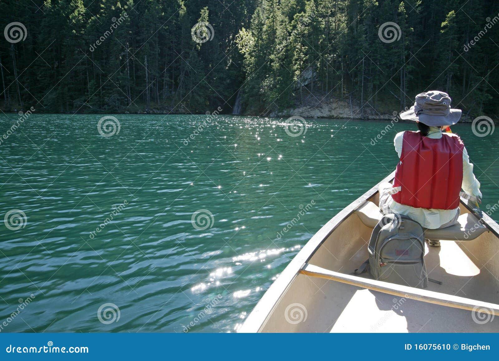 Barca di rematura nel lago