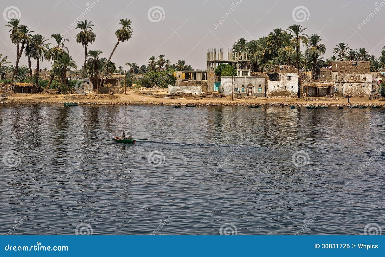 Barca e città del pescatore di Nilo