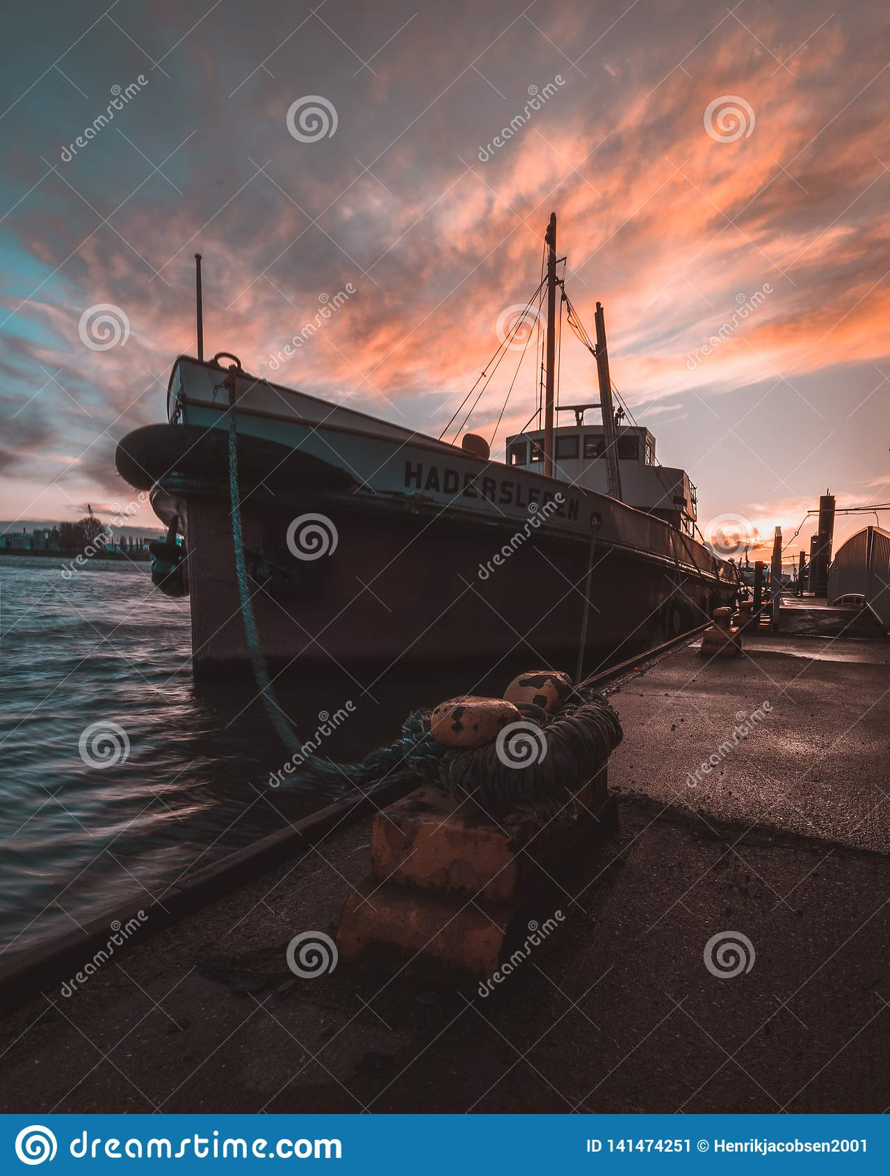 Barca nel porto di Amburgo