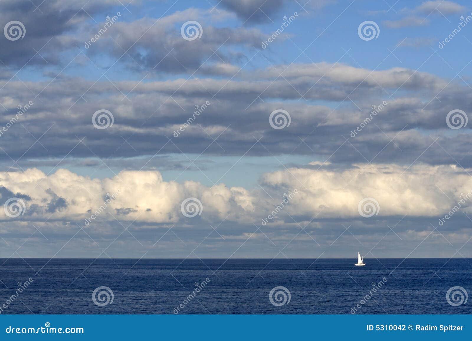 Download Barca sola fotografia stock. Immagine di yachts, estate - 5310042