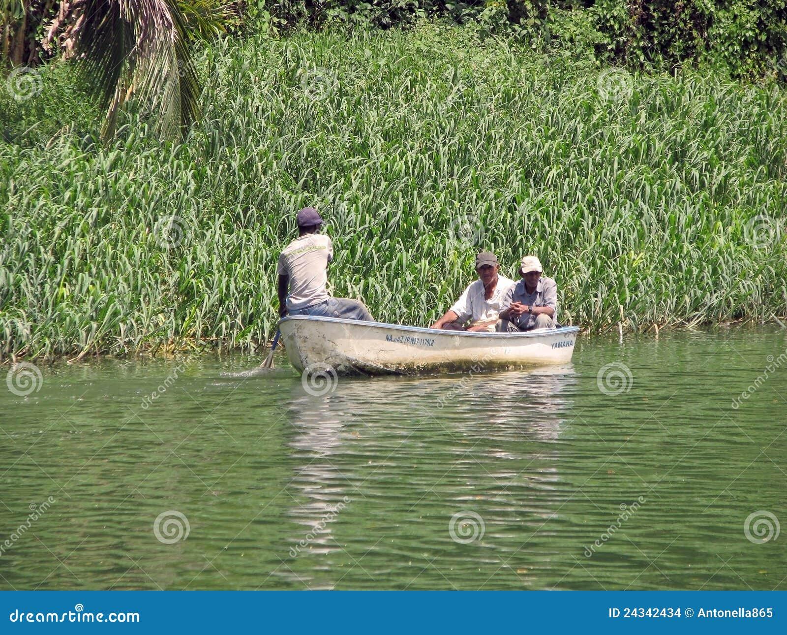 Barca sul fiume di Chavon