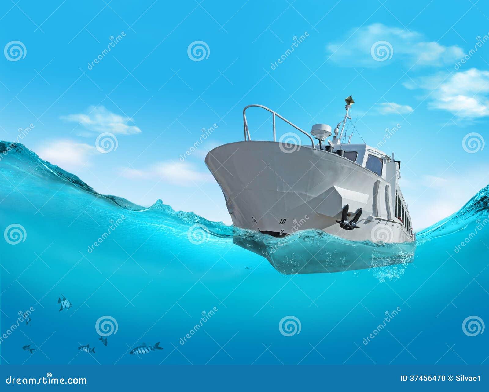 Barca sul mare.