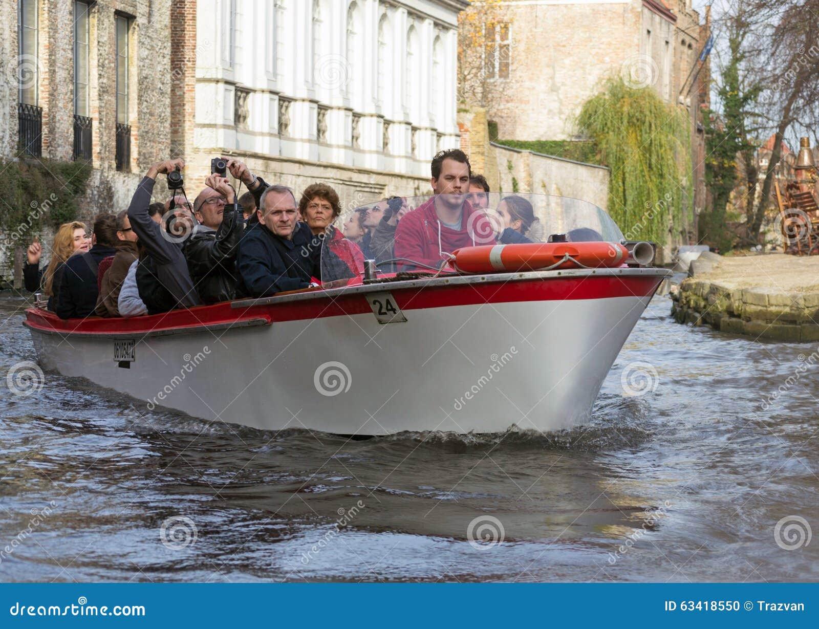Barca turistica a Bruges, Belgio