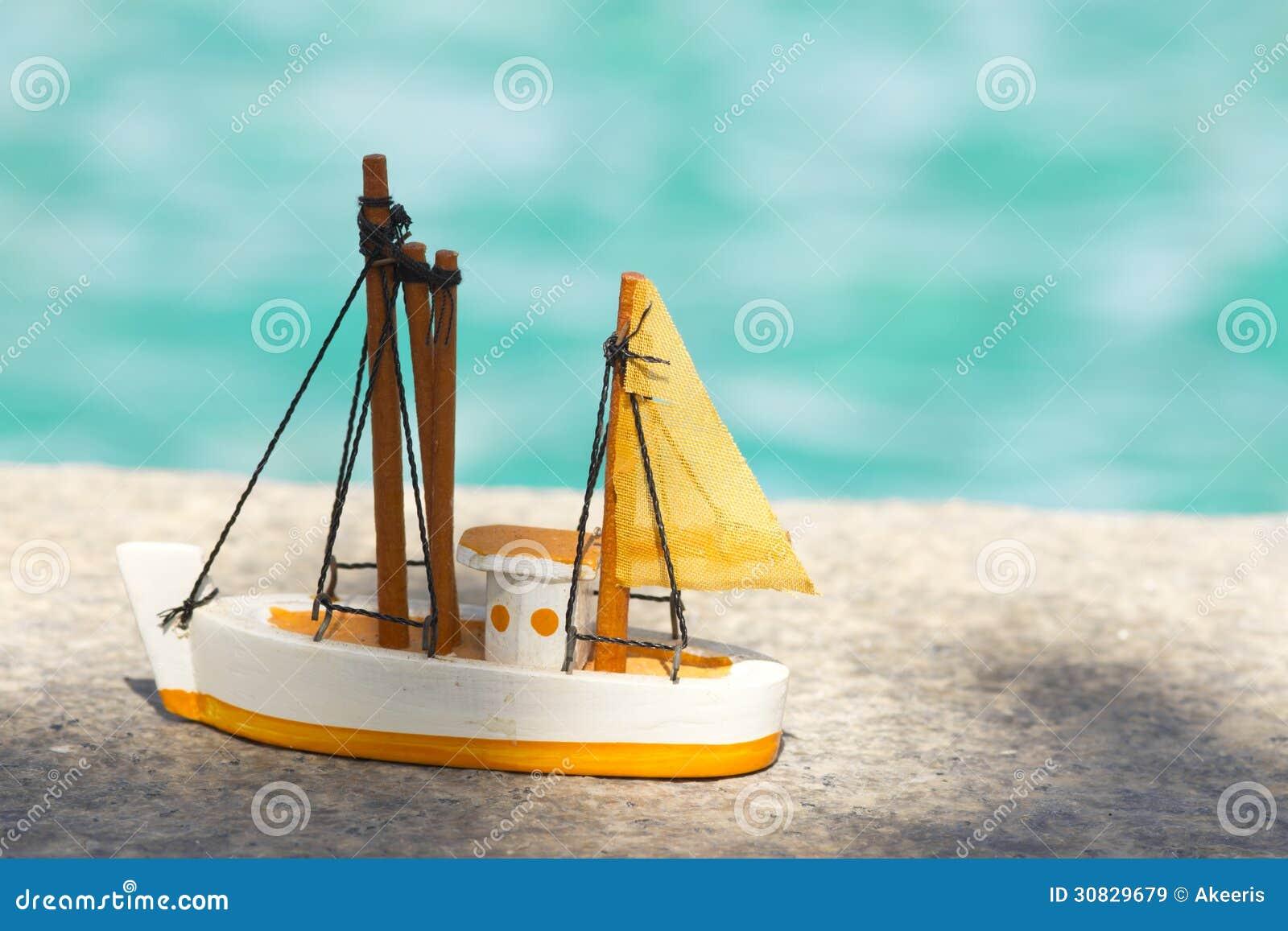 Barca a vela del giocattolo