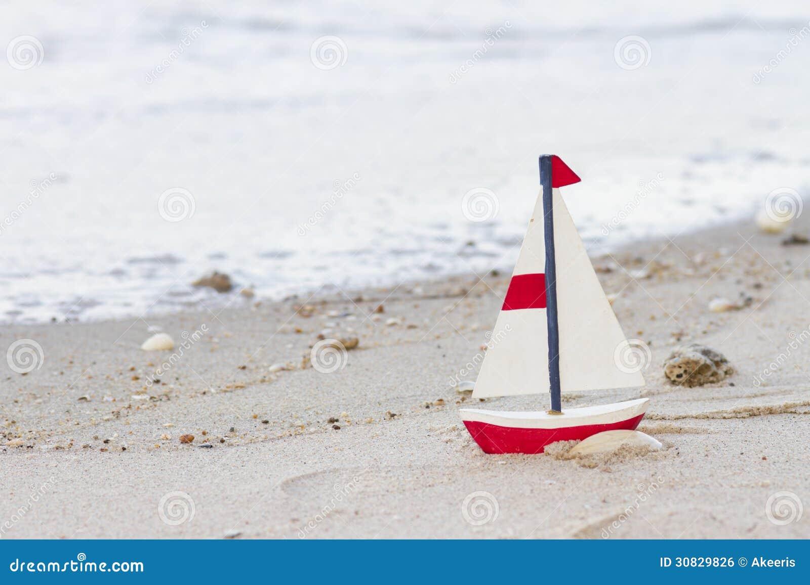 Barca a vela di legno