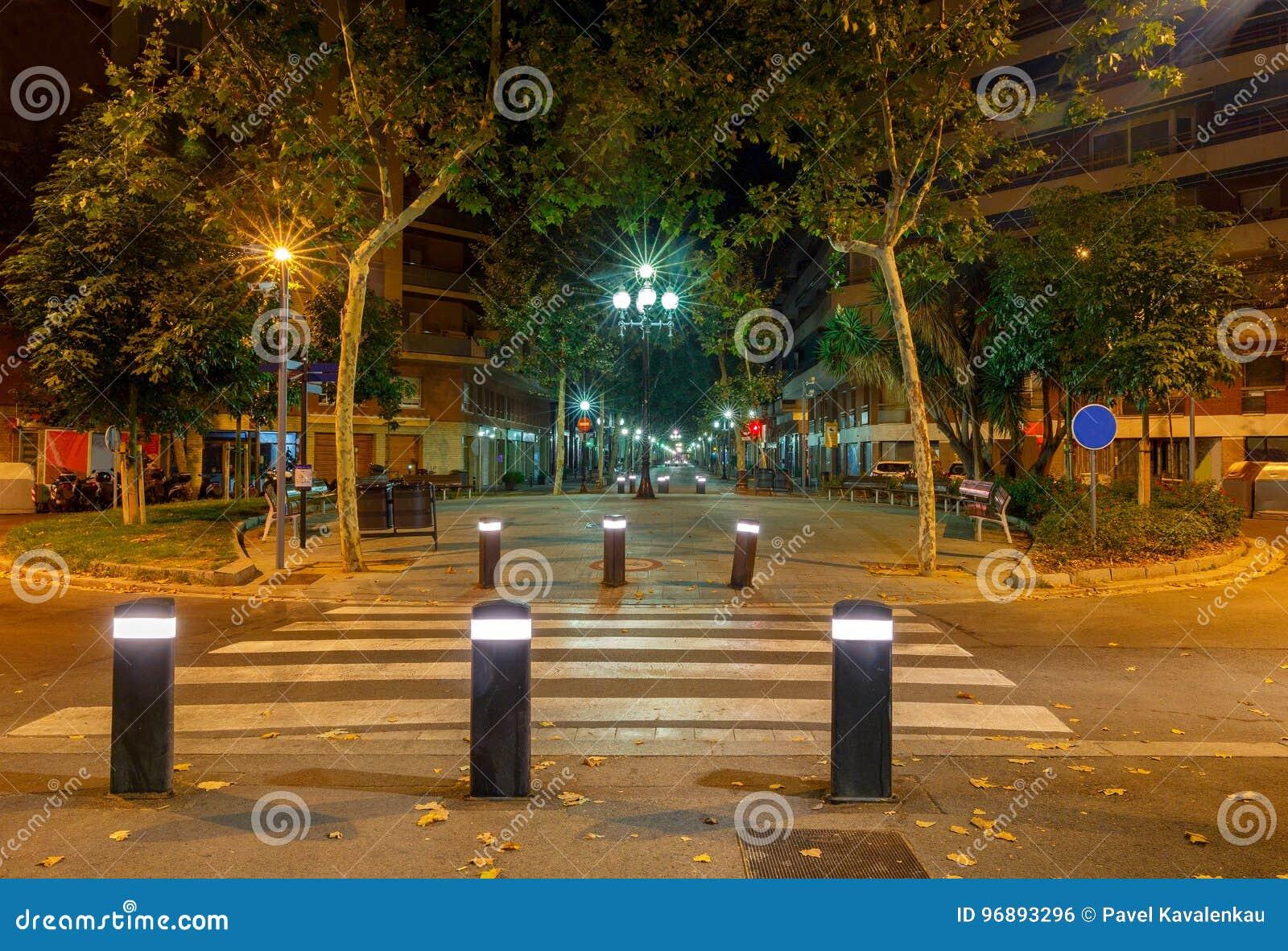 Barcellona Rambla Del Poblenou Alla Notte Fotografia Stock ...