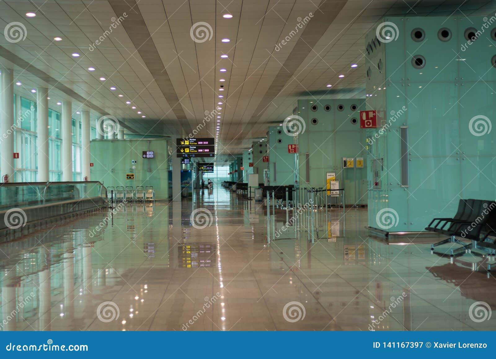 Barcellona, Spagna - 4 marzo 2019 - salotto di partenza in un aeroporto