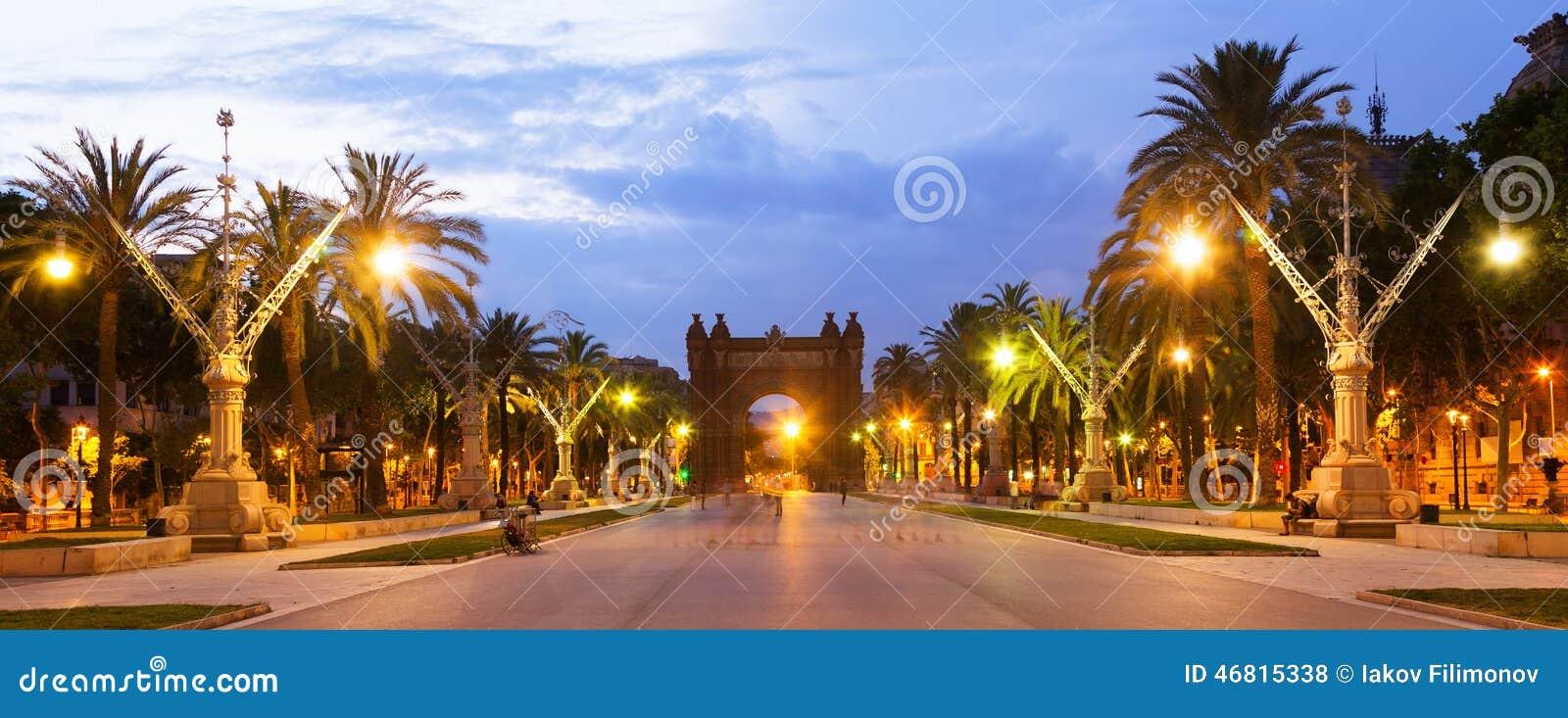 Barcelona Łuk Del Triomf w zmierzchu