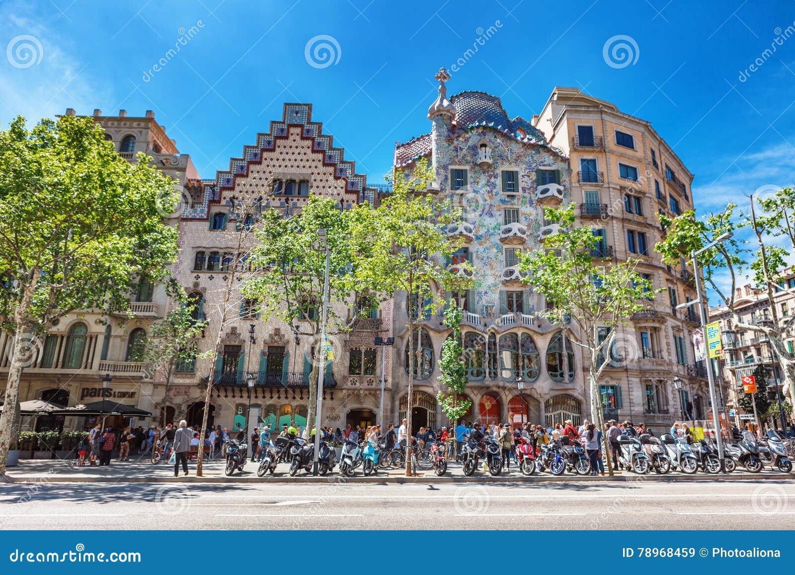 Barcelona, España - 18 de abril de 2016: Illa de la Discordia Casa Batllo, Lleo Morera, Rocamora, Amatller de la fachada en el di