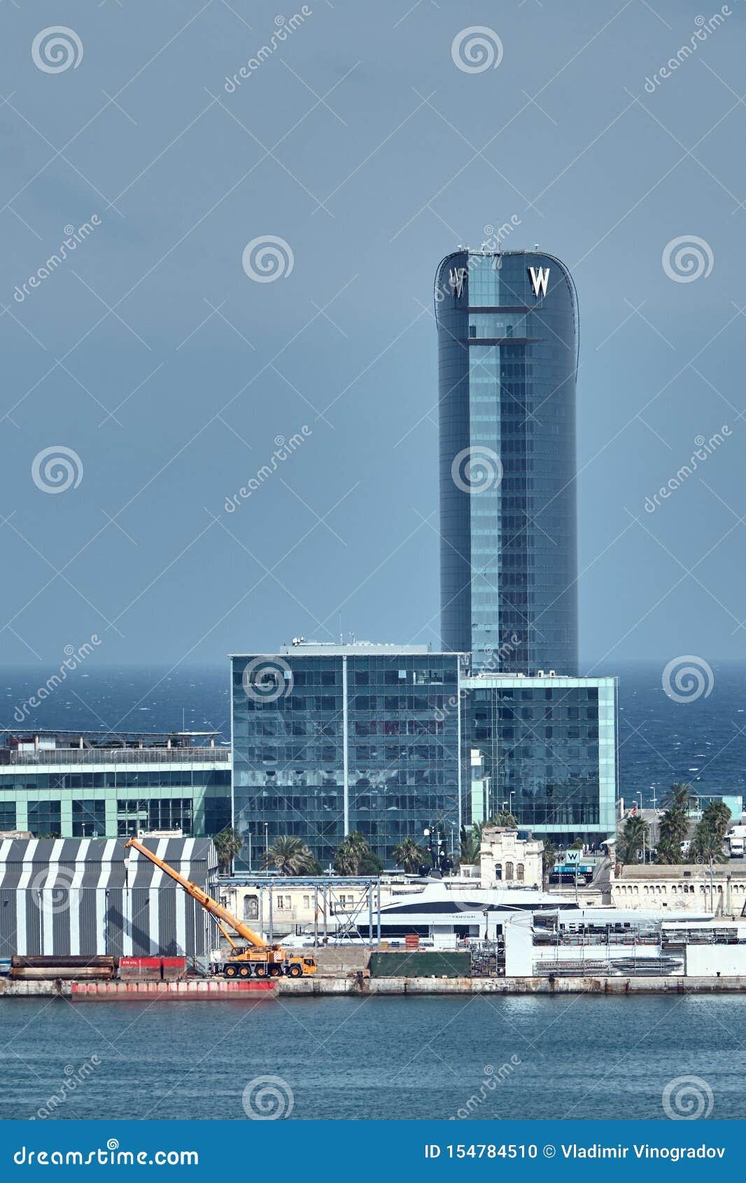 Barcelona, Espanha - maio, 27 2018: O hotel de W Barcelona, conhecido como o hotel da vela dos Vela do hotel projetado por Ricard