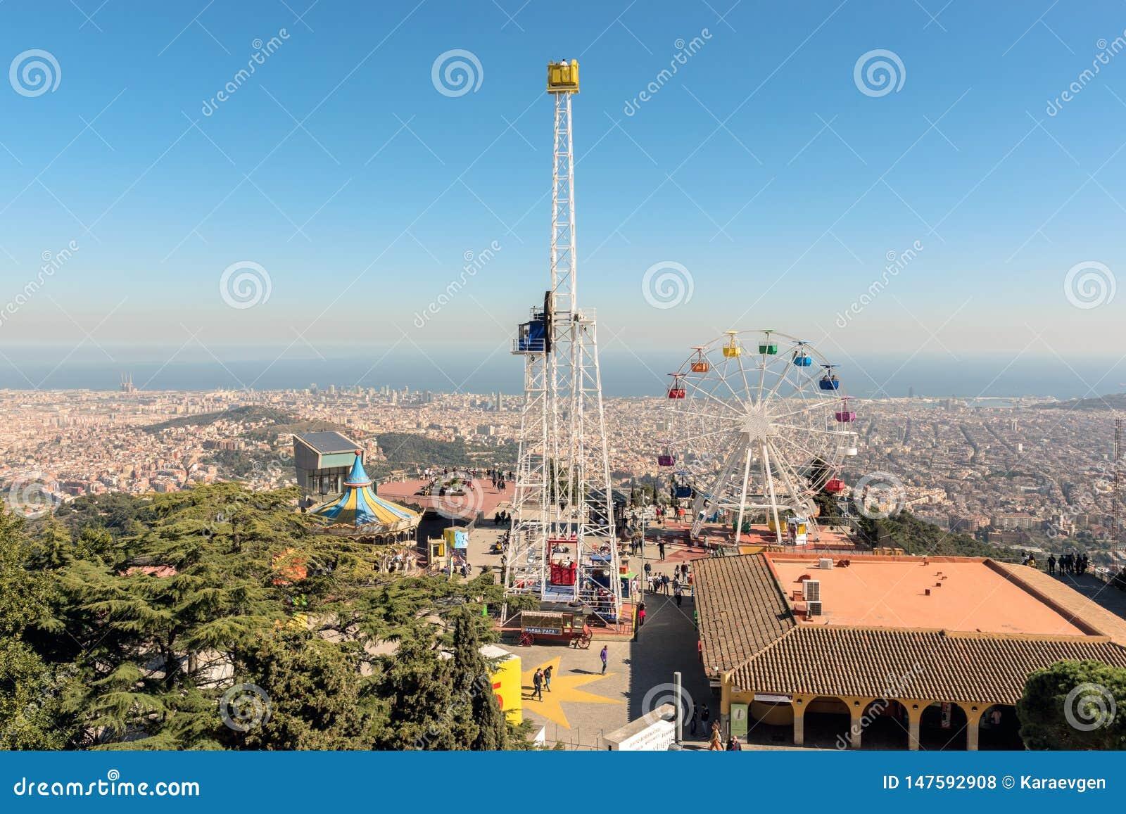 Barcelona Hiszpania, Marzec, - 15, 2019: Tibidabo park rozrywki na górze Tibidabo na tle niebieskie niebo, Barcelona, †‹â€ ‹His