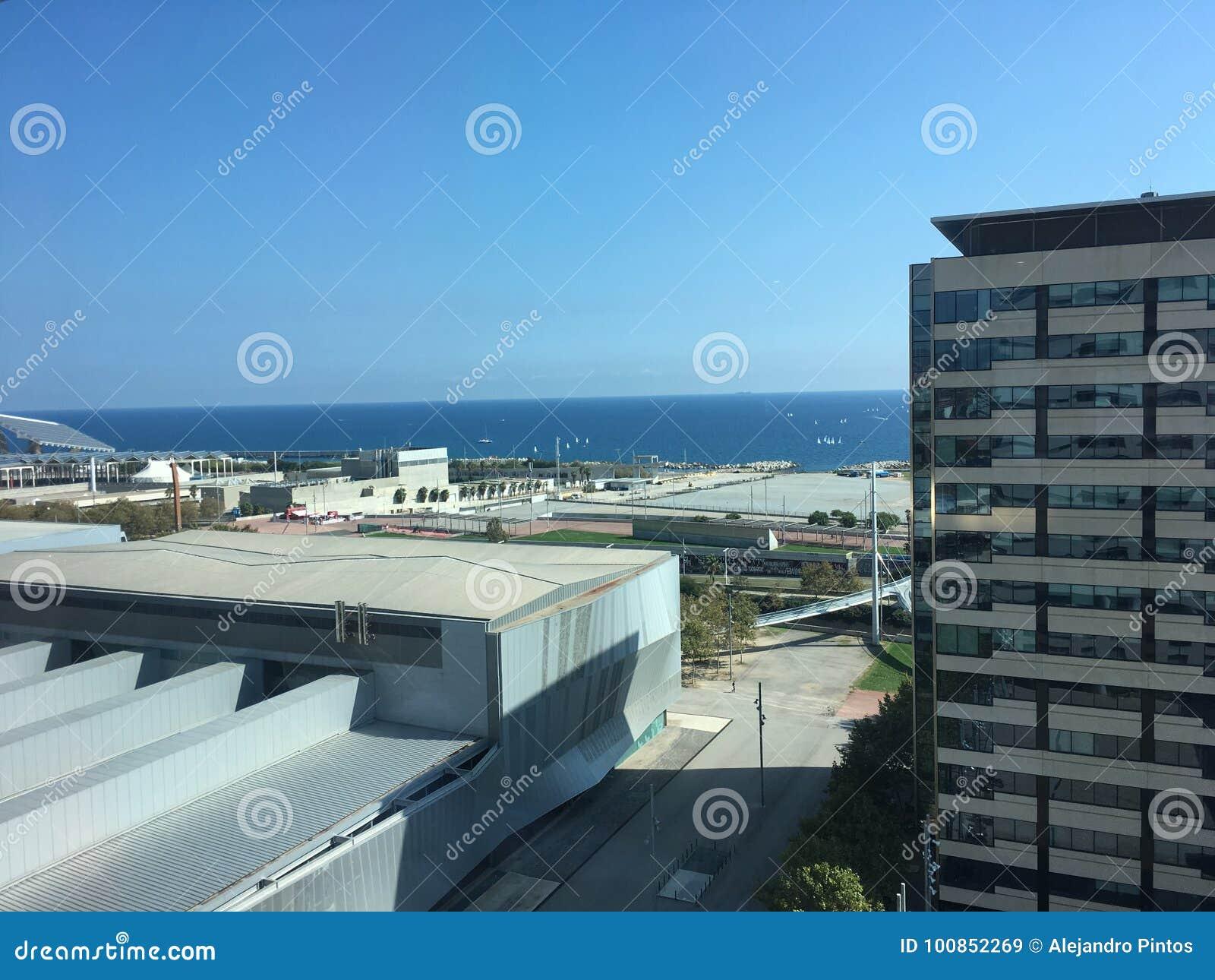 Barcelona linii horyzontu nadbrzeża 22@ dzielnica biznesu