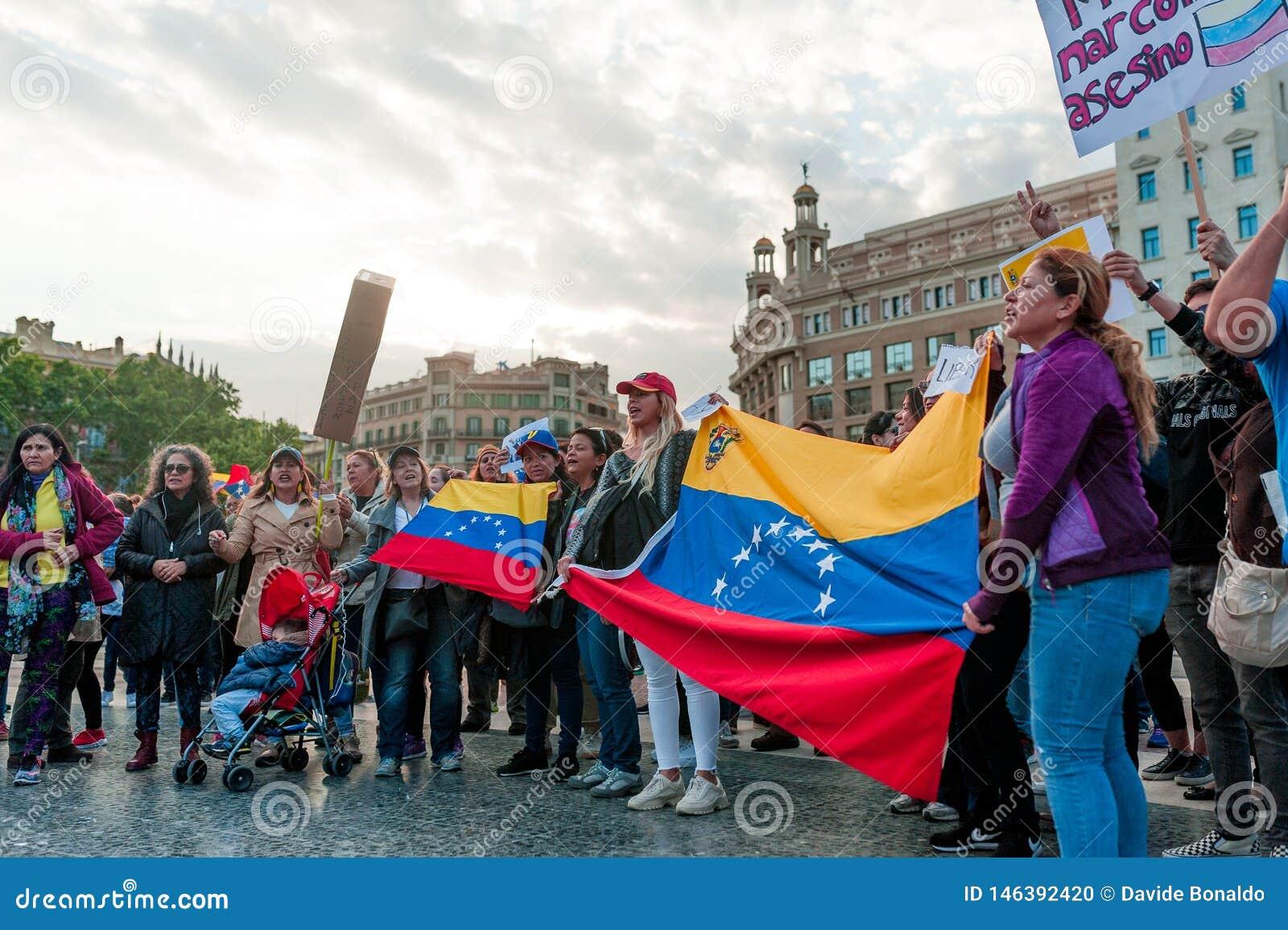 Barcelona, Spanien - 30. April 2019: junger venezolanischer womane Schrei herein