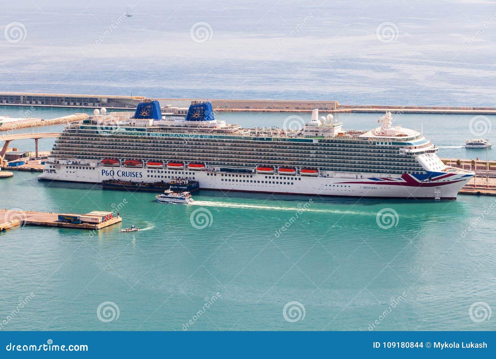 Barcelona Spanien - September, 2017 Kryssningarna för kryssningskeppet P&O anslöt på porten av Barcelona