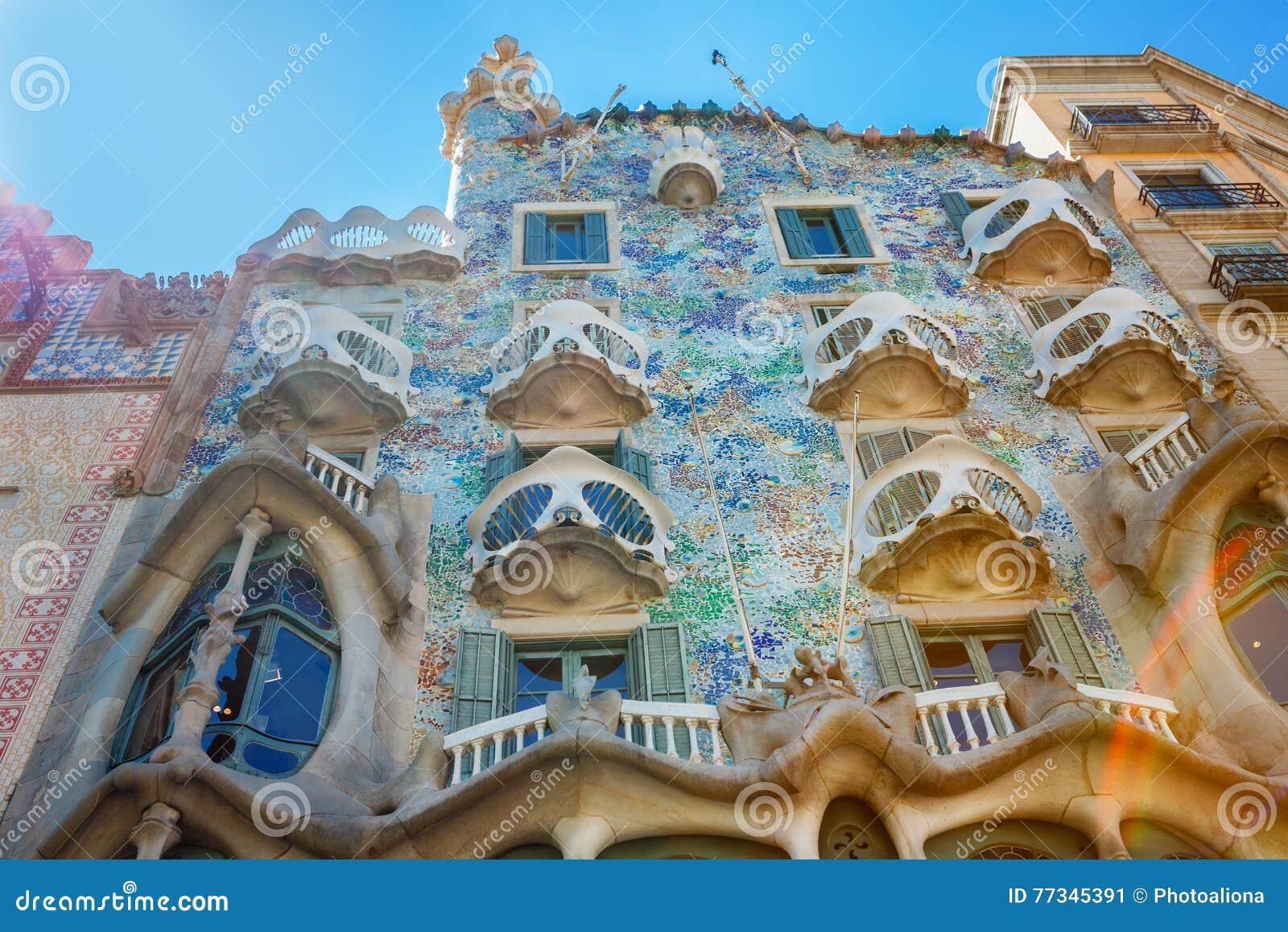 Stijl Van Gaudi.Barcelona Spanje 17 April 2016 De Voorgevel Casa Battlo