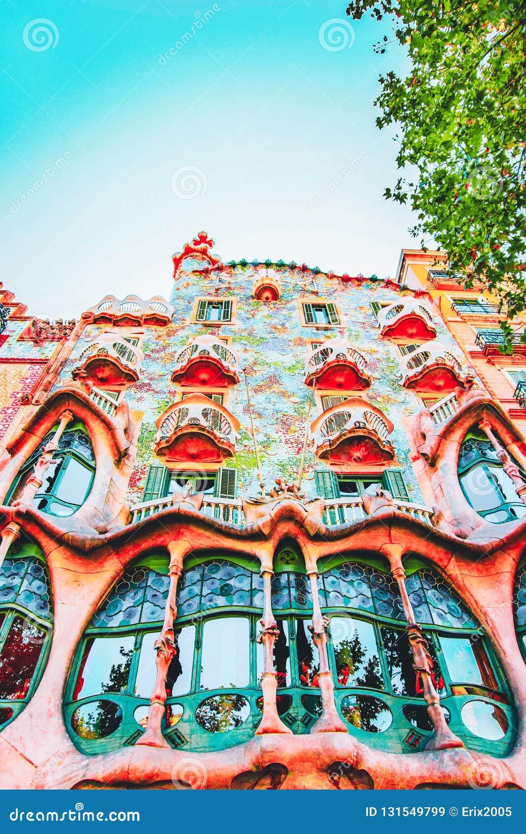 BARCELONA, SPANJE - AUGUSTUS 14, 2011: Voorgevel van de bouw van Casa Batllo in Barcelona in Spanje Het wordt ook geroepen als Hu