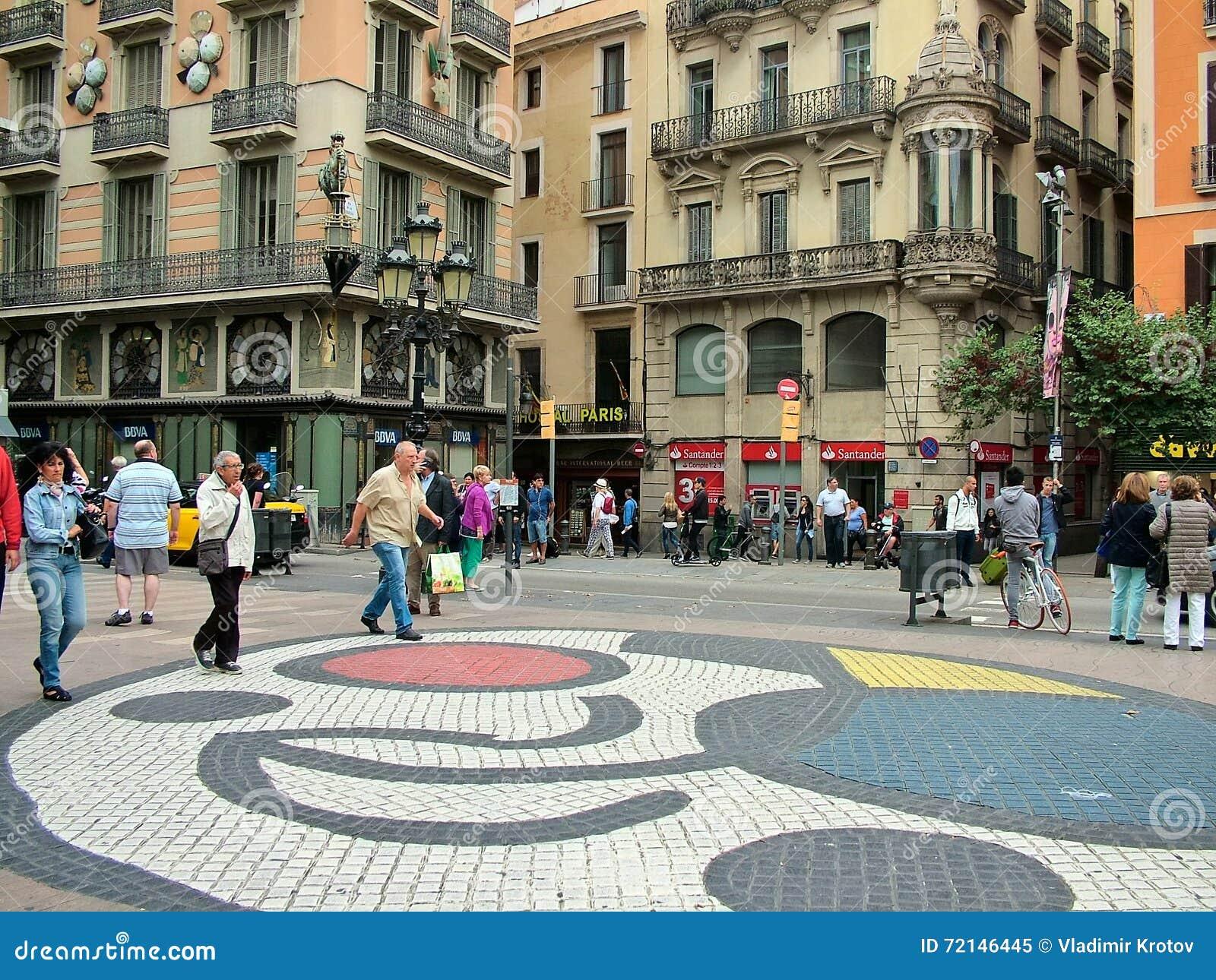 Barcelone, Espagne, le 30 septembre 2015 - mosaïque de Joan Miro sur le Ram de Las