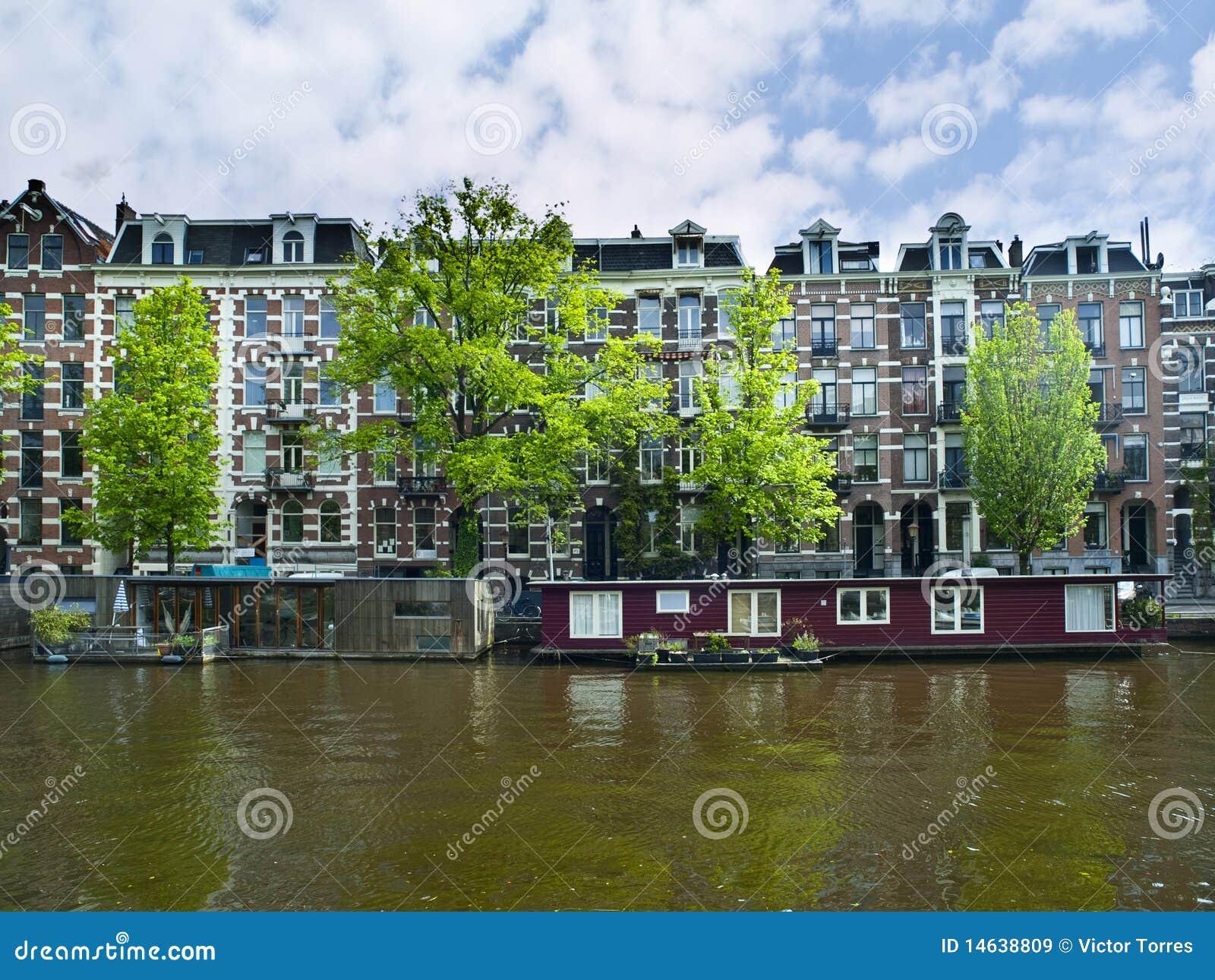 Barche della camera in canale di amsterdam immagine stock for Houseboat amsterdam prezzi