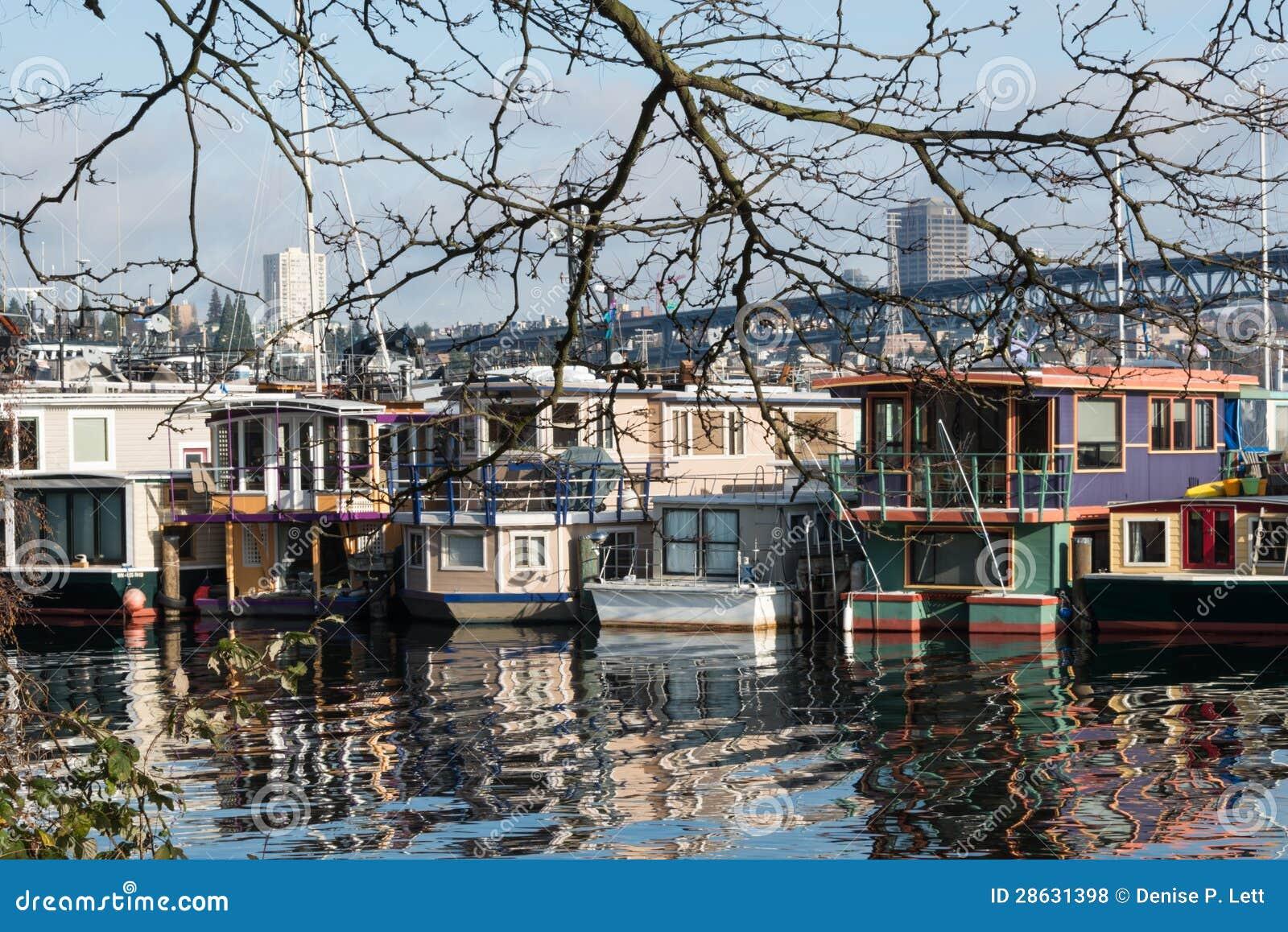 Barche della Camera di Seattle che fanno galleggiare le case