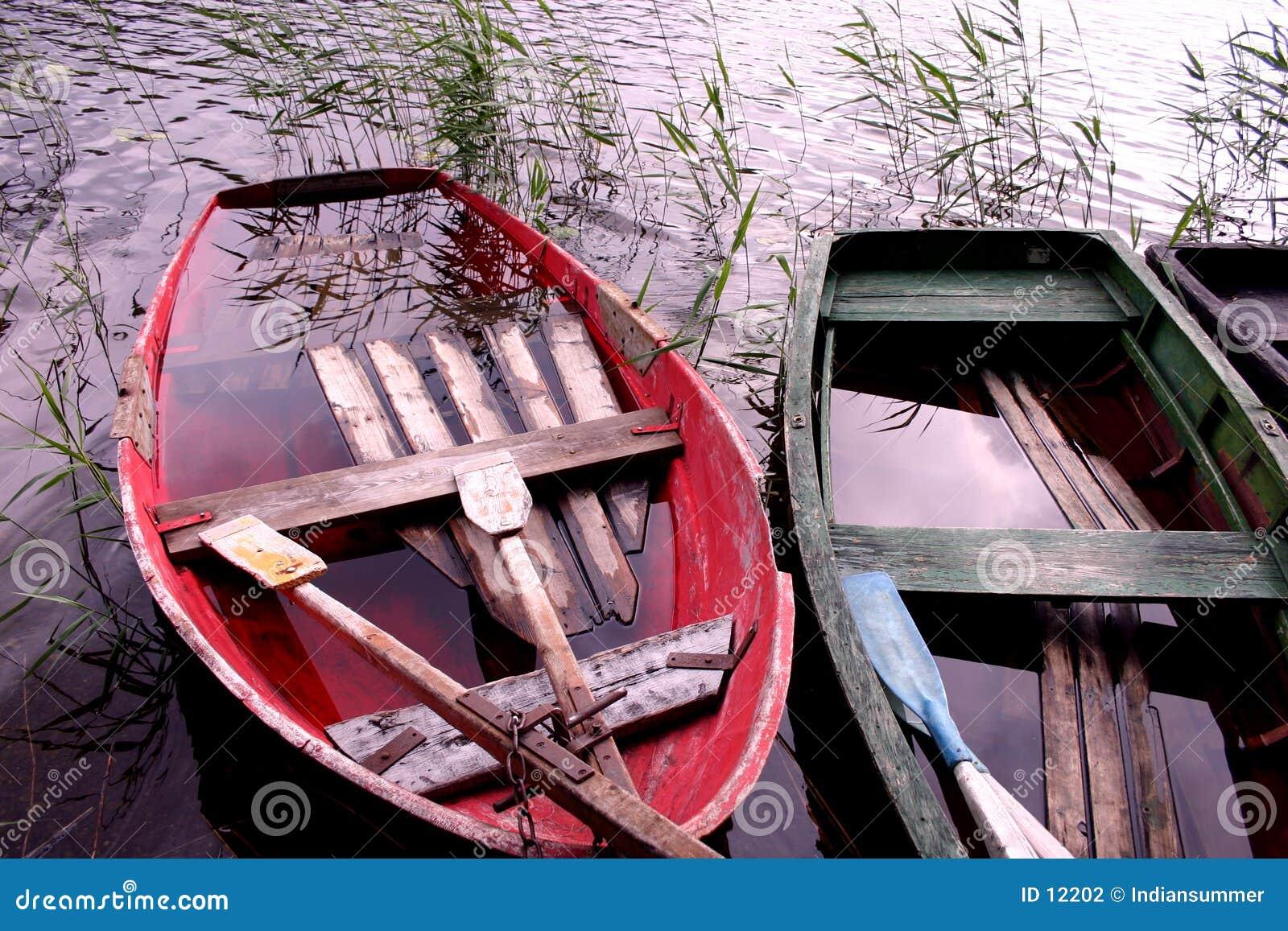 Barche in pieno di acqua