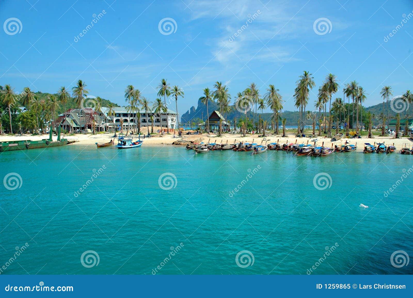 Barche, spiaggia e paradiso.