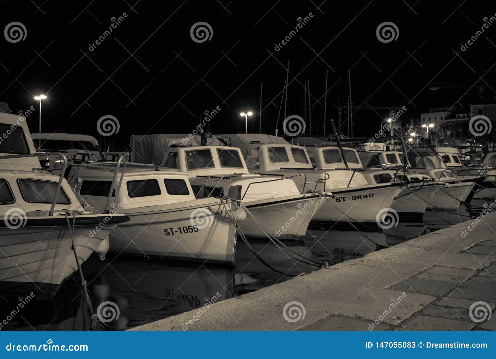 Barche in un porto, a tarda notte