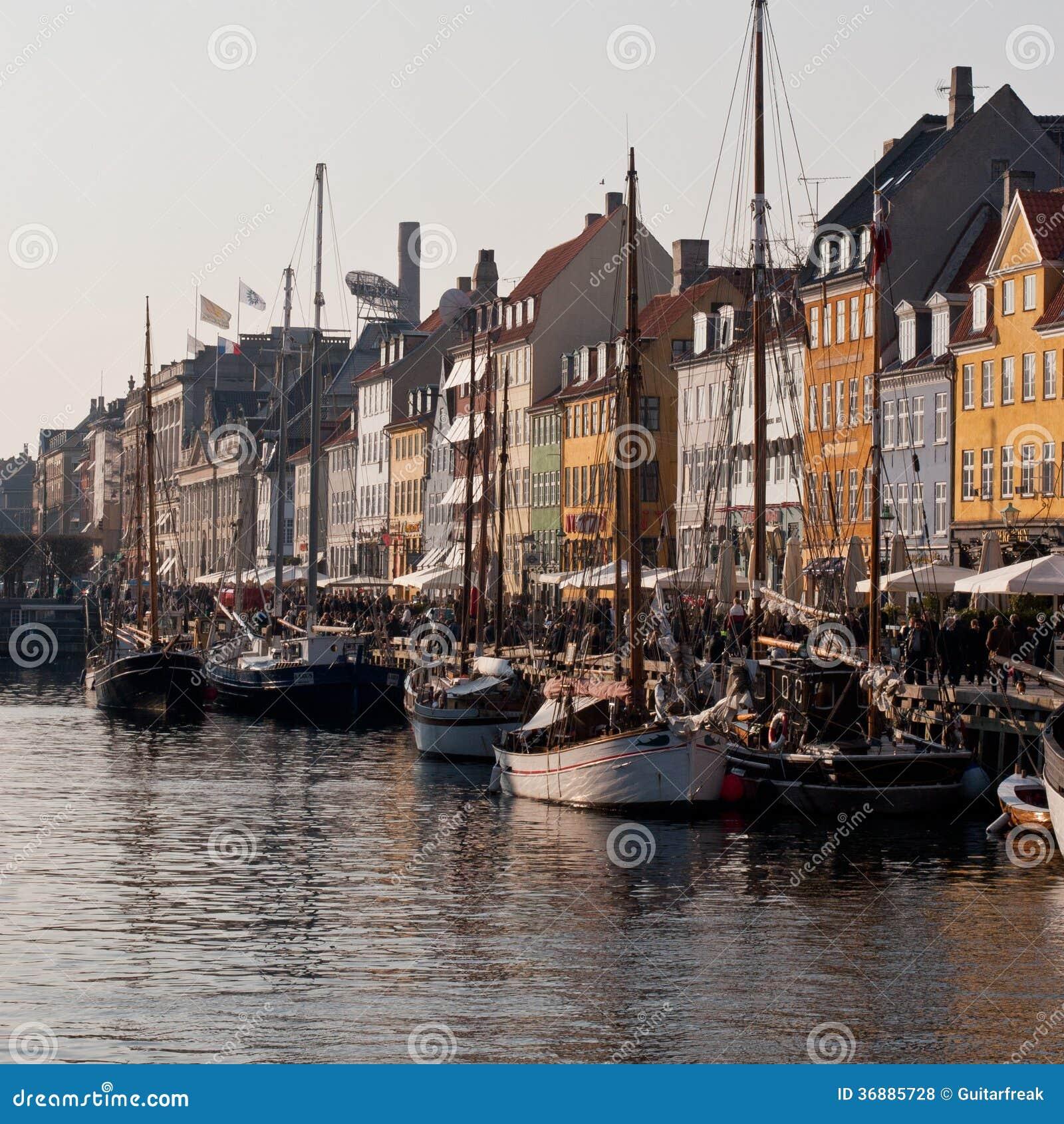 Download Barche A Vela Messe In Bacino A Copenhaghen Danimarca Fotografia Stock Editoriale - Immagine di colore, bandierine: 36885728