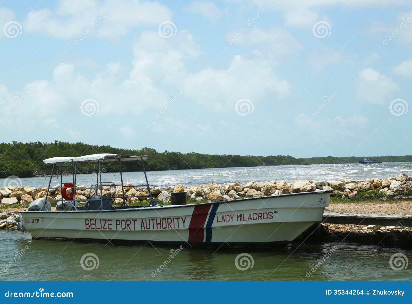 Barco da autoridade portuária de Belize na cidade de Belize