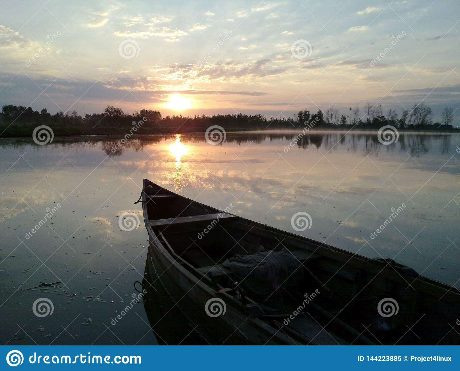 Barco da manhã no nascer do sol Irã, Gilan, Rasht