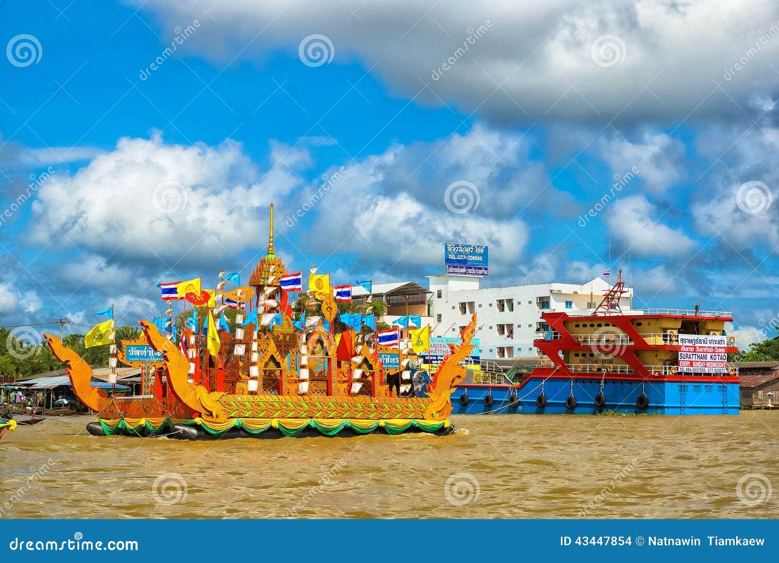 Barco de Chak Phra Chak Phra Festival