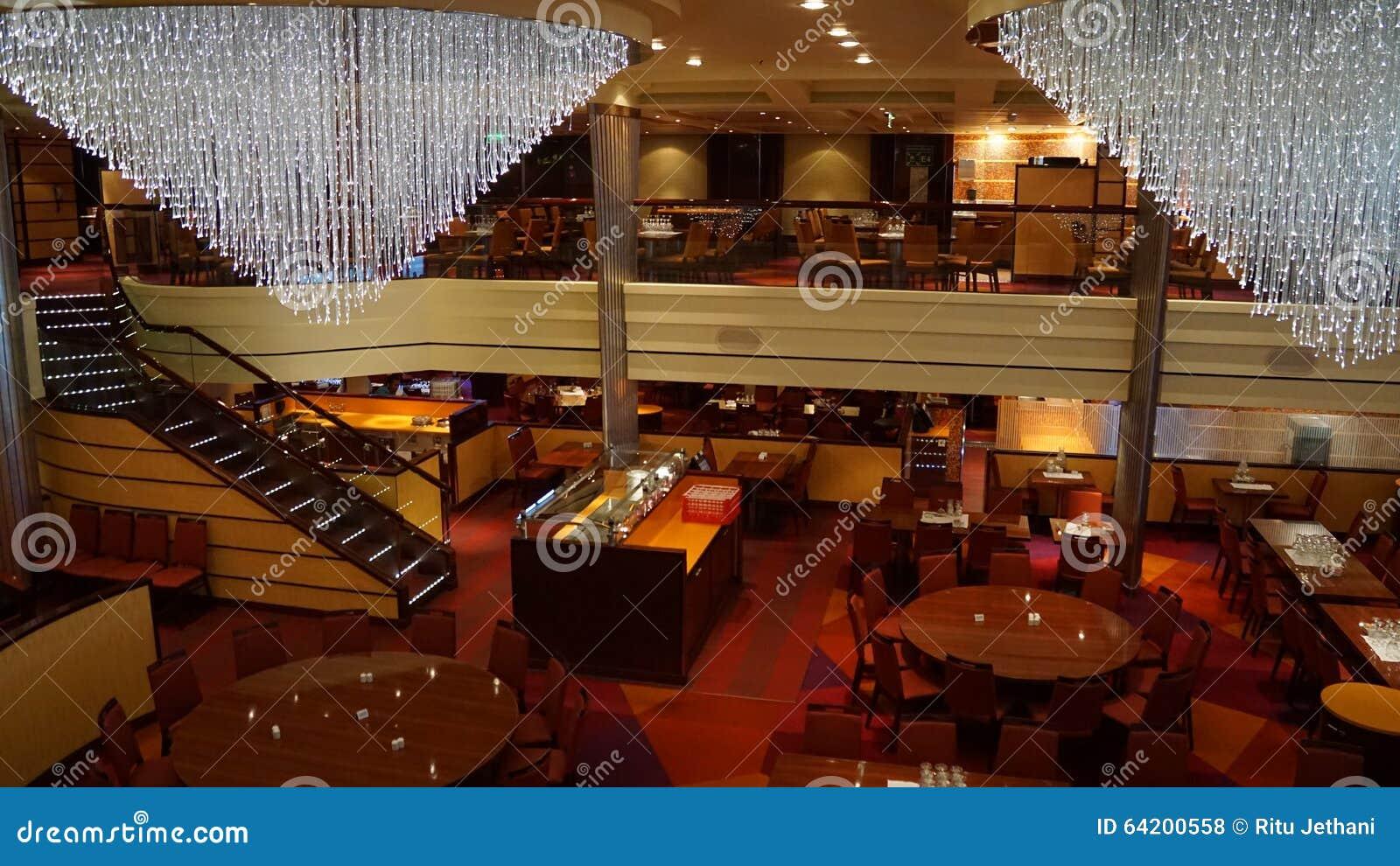 Barco de cruceros de la brisa del carnaval